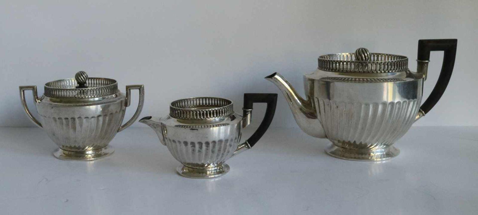 Los 18 - Silver tea service Ostro-Hungary 19th century, 620 grams H 6, 8 en 9,5 B 11,5, 12 en 18 cm