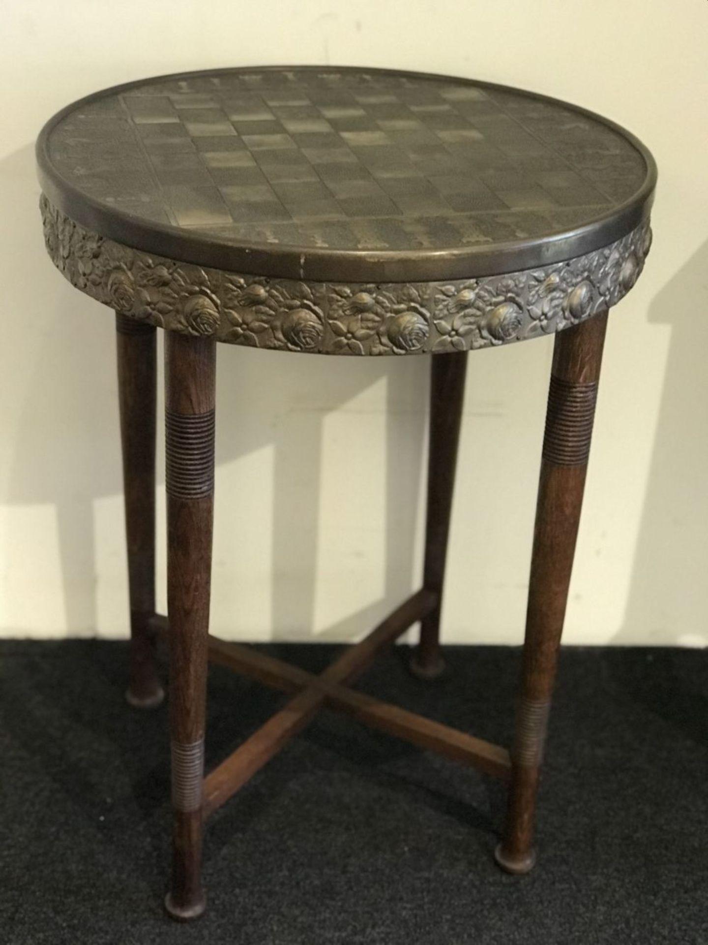 Los 116 - De Coene chess table H 73 dia 55 cm