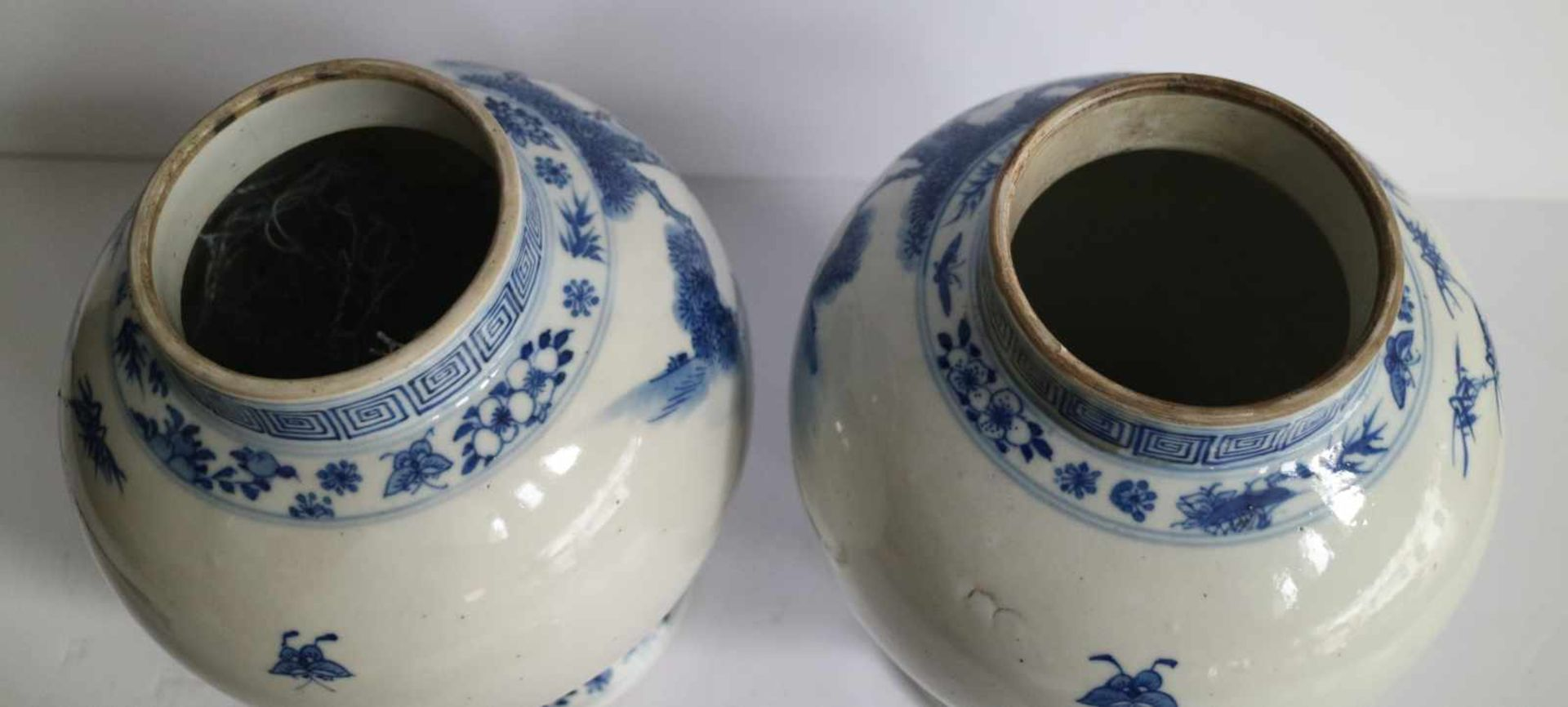Los 340 - Chinese porcelain pair of blue and white lidded pots 1900 H 31 damage to lid / restoration