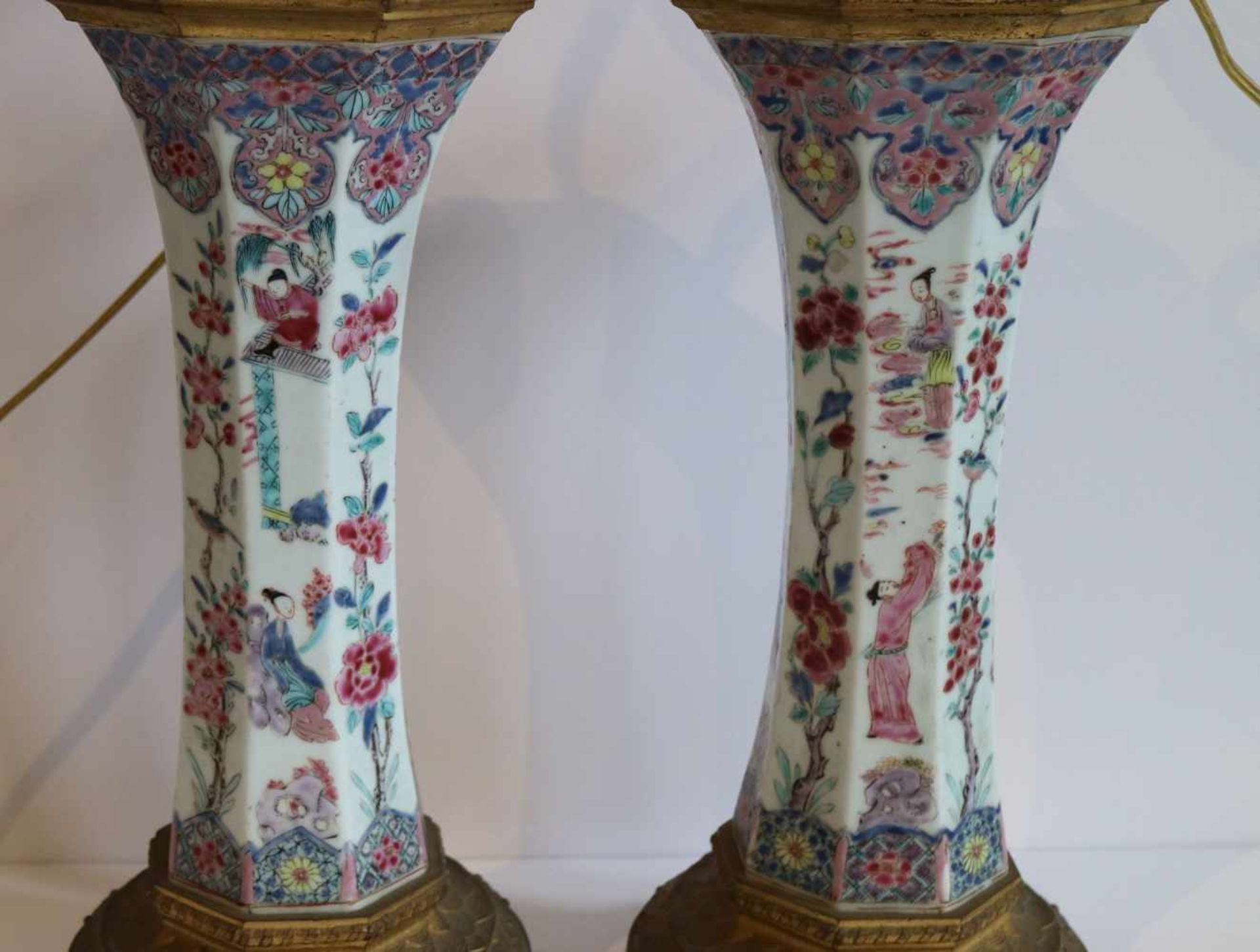 Los 343 - Chinese vases 19th century transformed into lampadaires, bronze fittings, famille rose H 71 cm