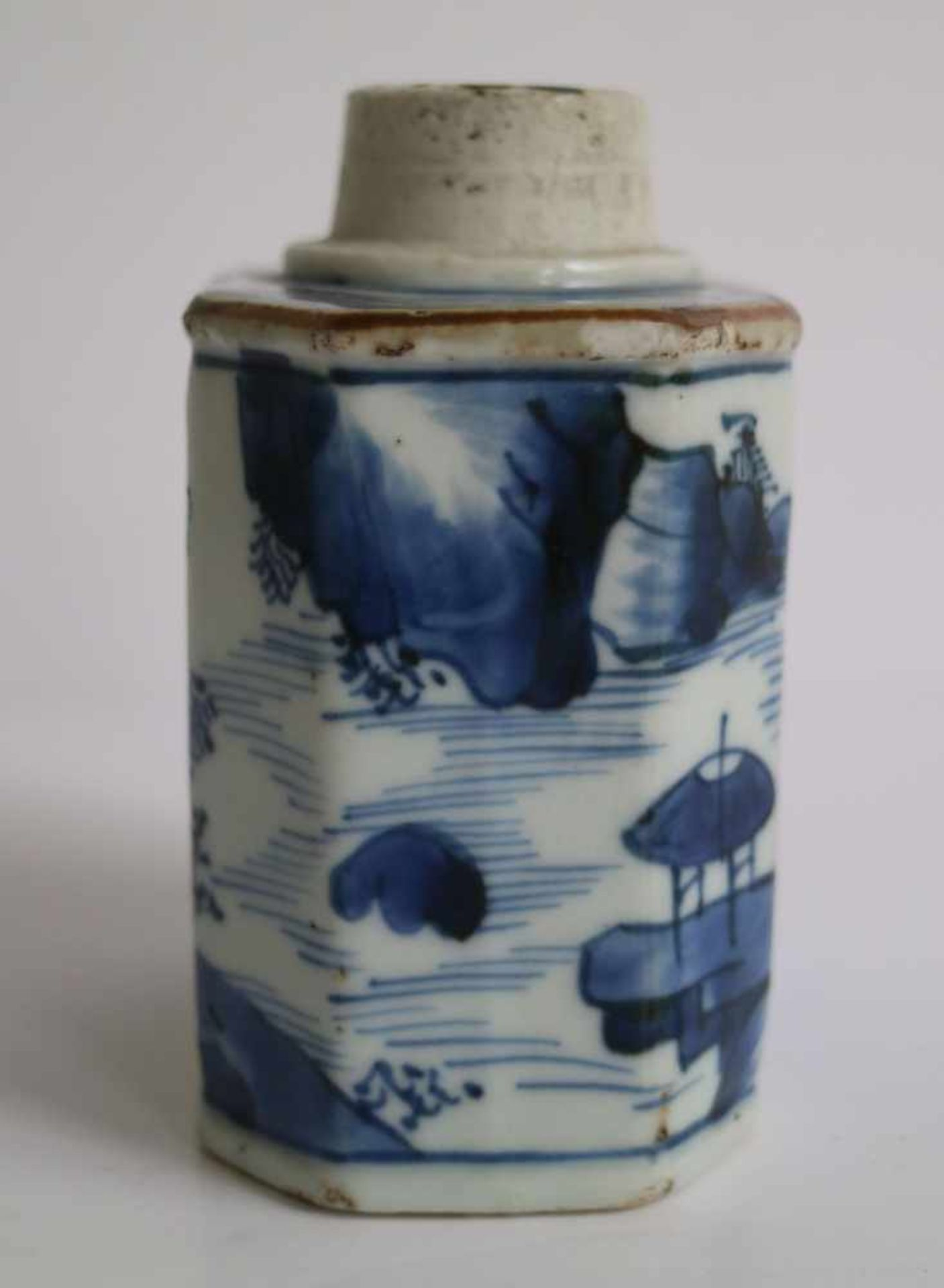 Los 503 - Chinese tea caddy Blue/white tea caddy early 18th century H 10 cm hairline