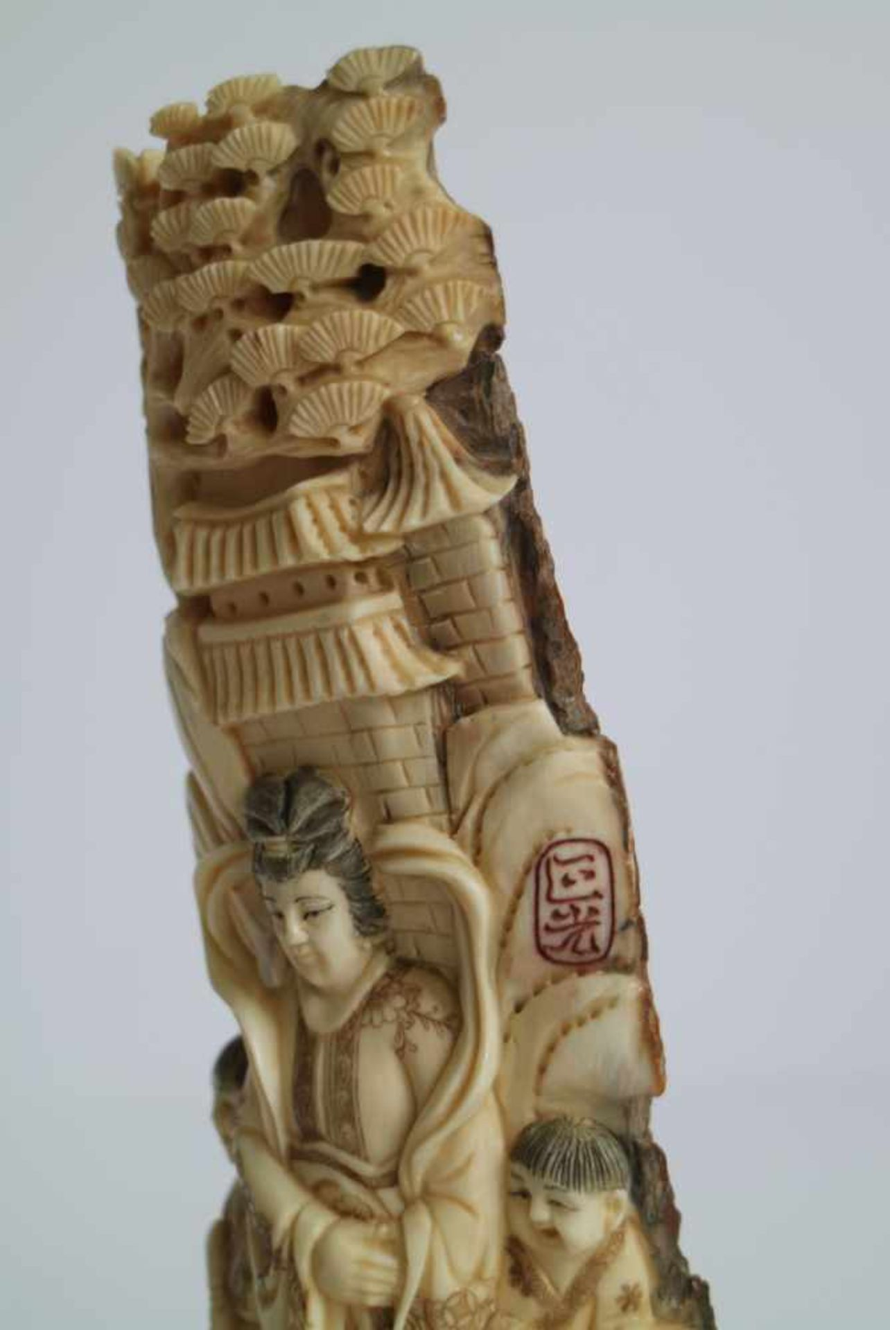 Los 668 - Mammoth ivory Guanyin carving of Guanyin with her attendants China circa 1960's H 20 cm (with base)
