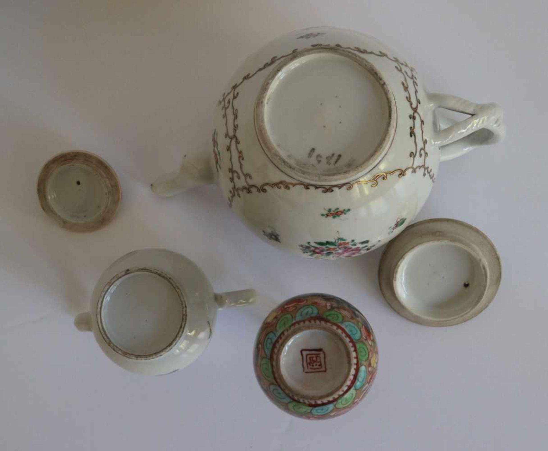 Los 4 - Porcelain Teapot Chine de commande, calebas vase Samson and teapot (crack) H 9,5 tot 13,5 cm