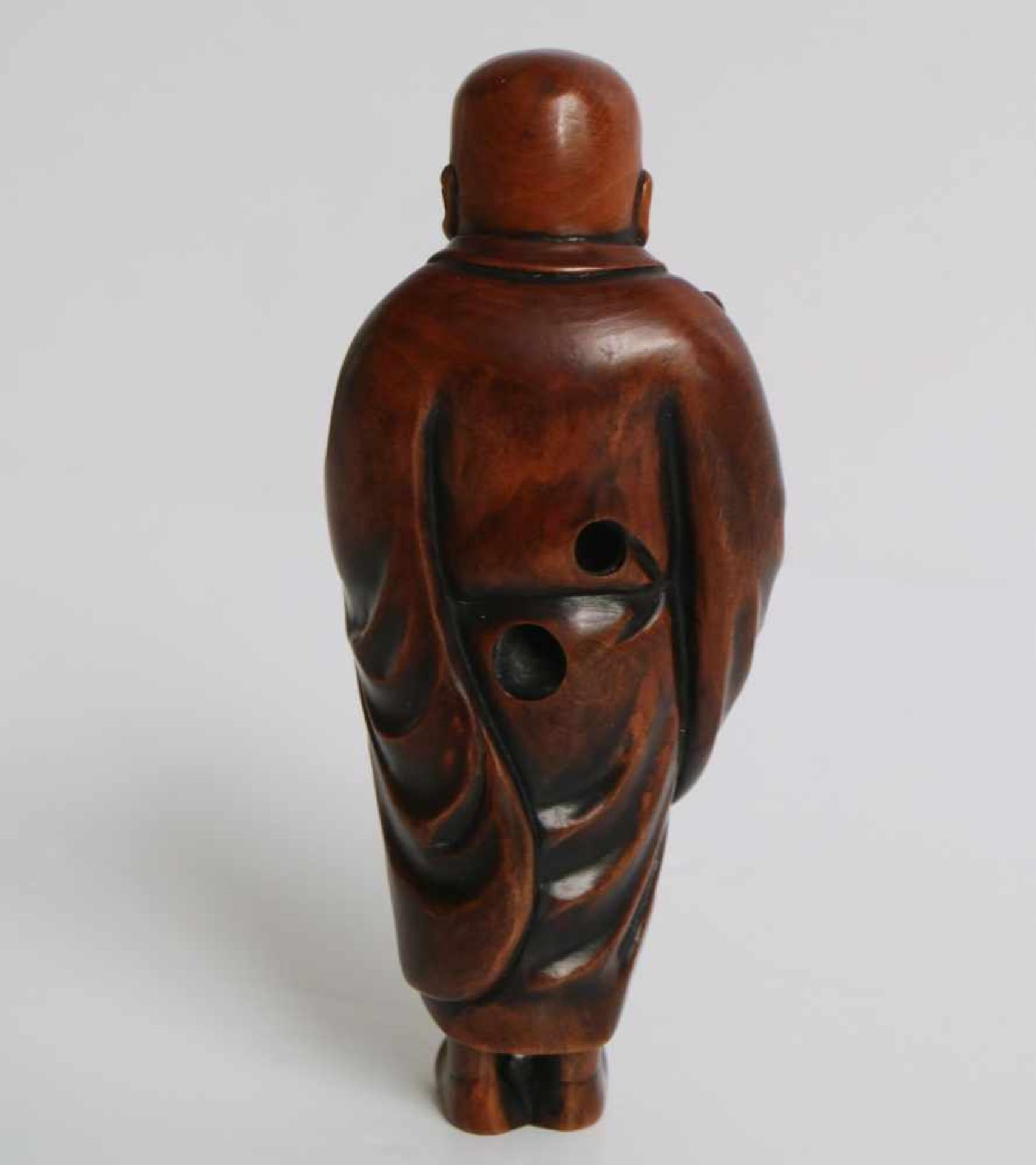 Los 477 - Boxwood netsuke of a sholar Japan 20th century H 10 cm signed private collection