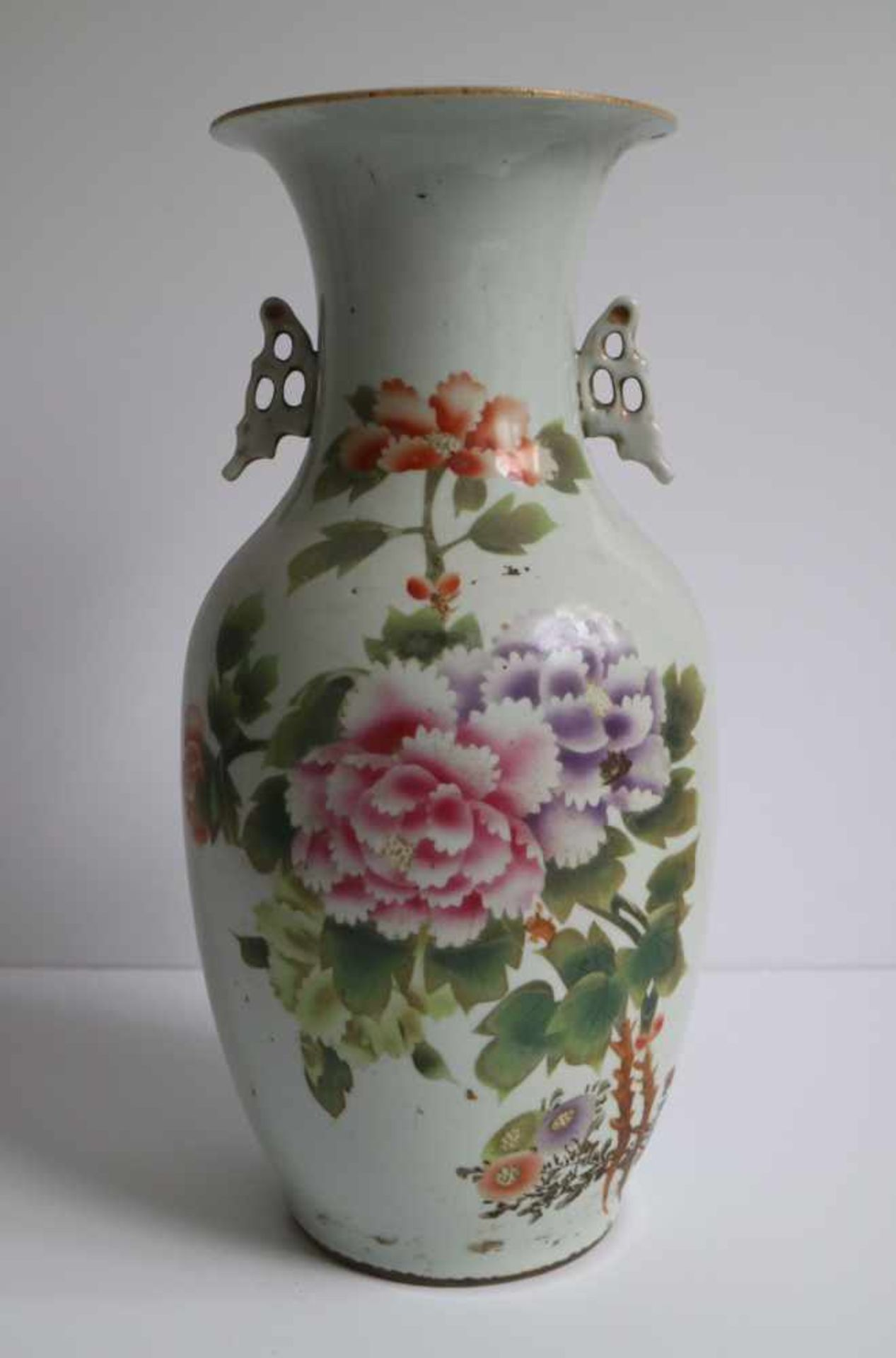 Los 410 - Chinese porcelain Nankin vase, vase around 1900 and vase 20th century H 33,5, 42,5 en 43 cm