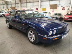 2001 Jaguar XJ8 Auto