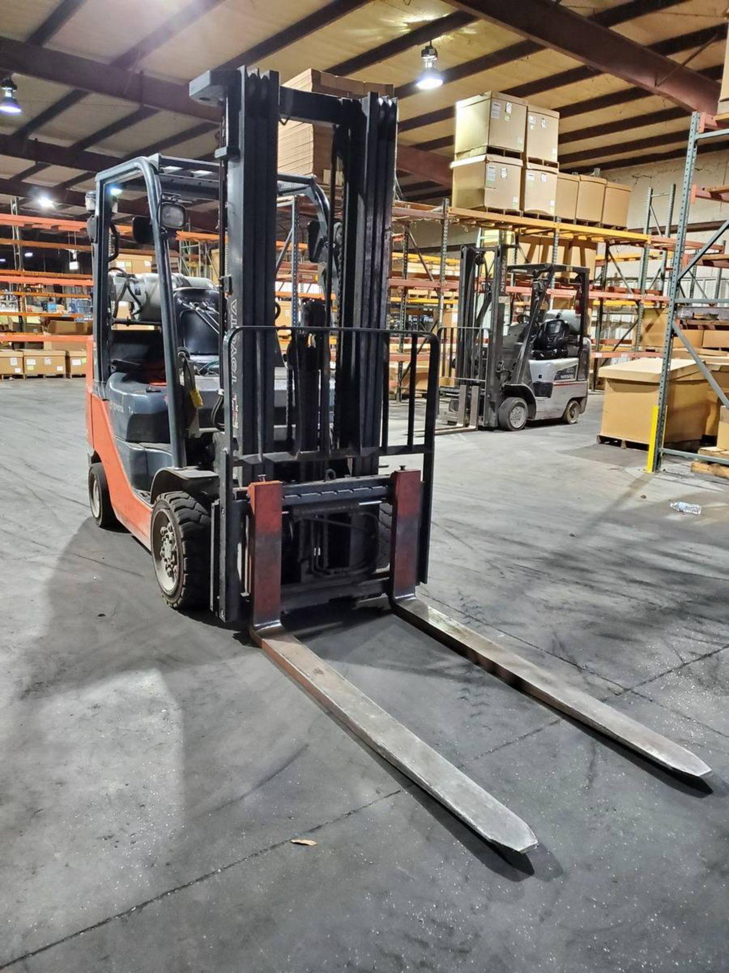 2015 Toyota 8FGCU30 LPG Forklift - Image 2 of 9