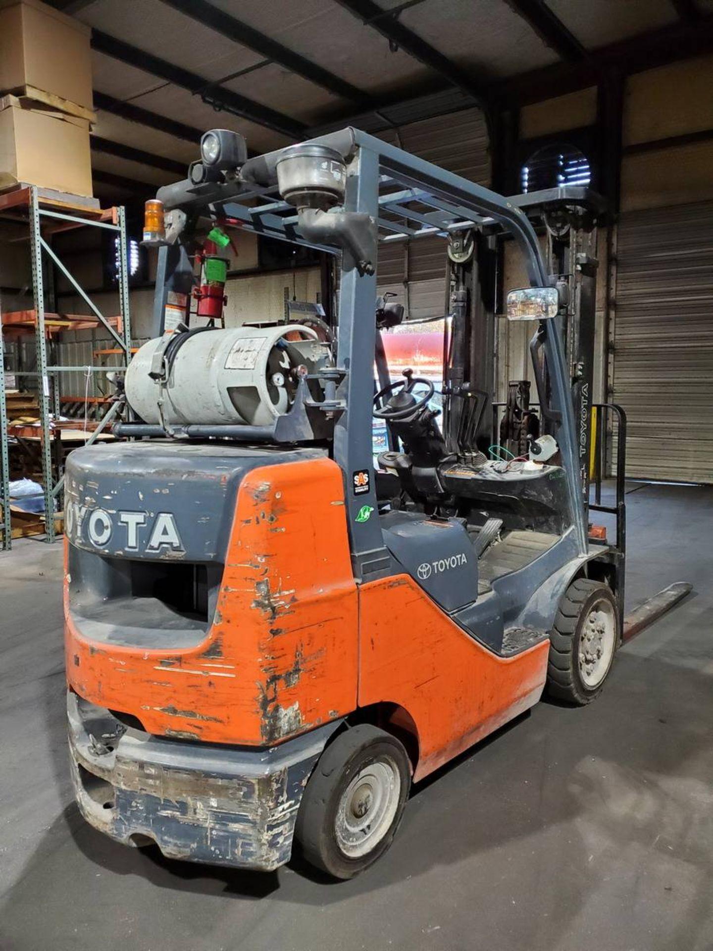 2015 Toyota 8FGCU30 LPG Forklift - Image 3 of 9