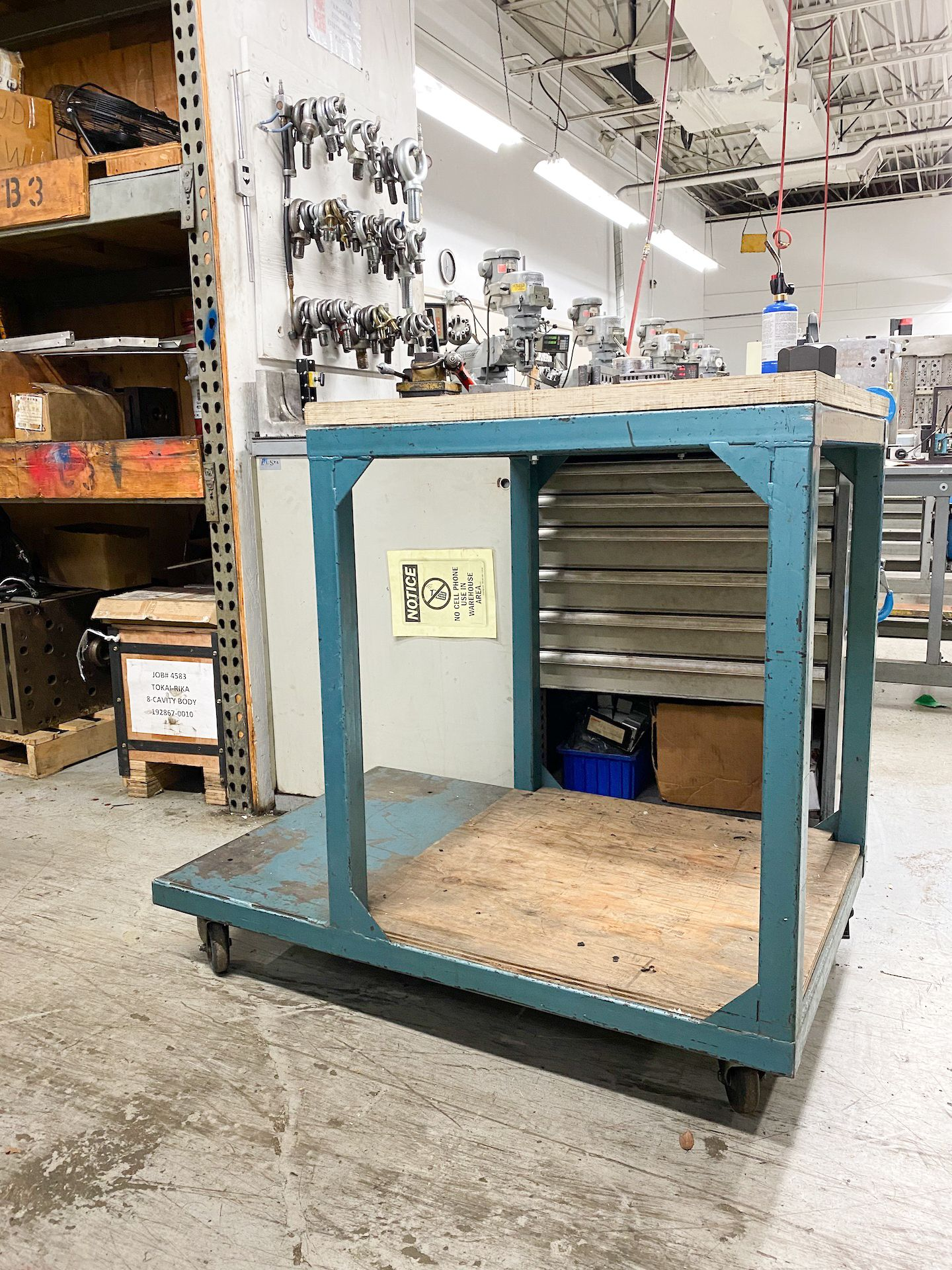 Lot 21 - Work Station on Casters