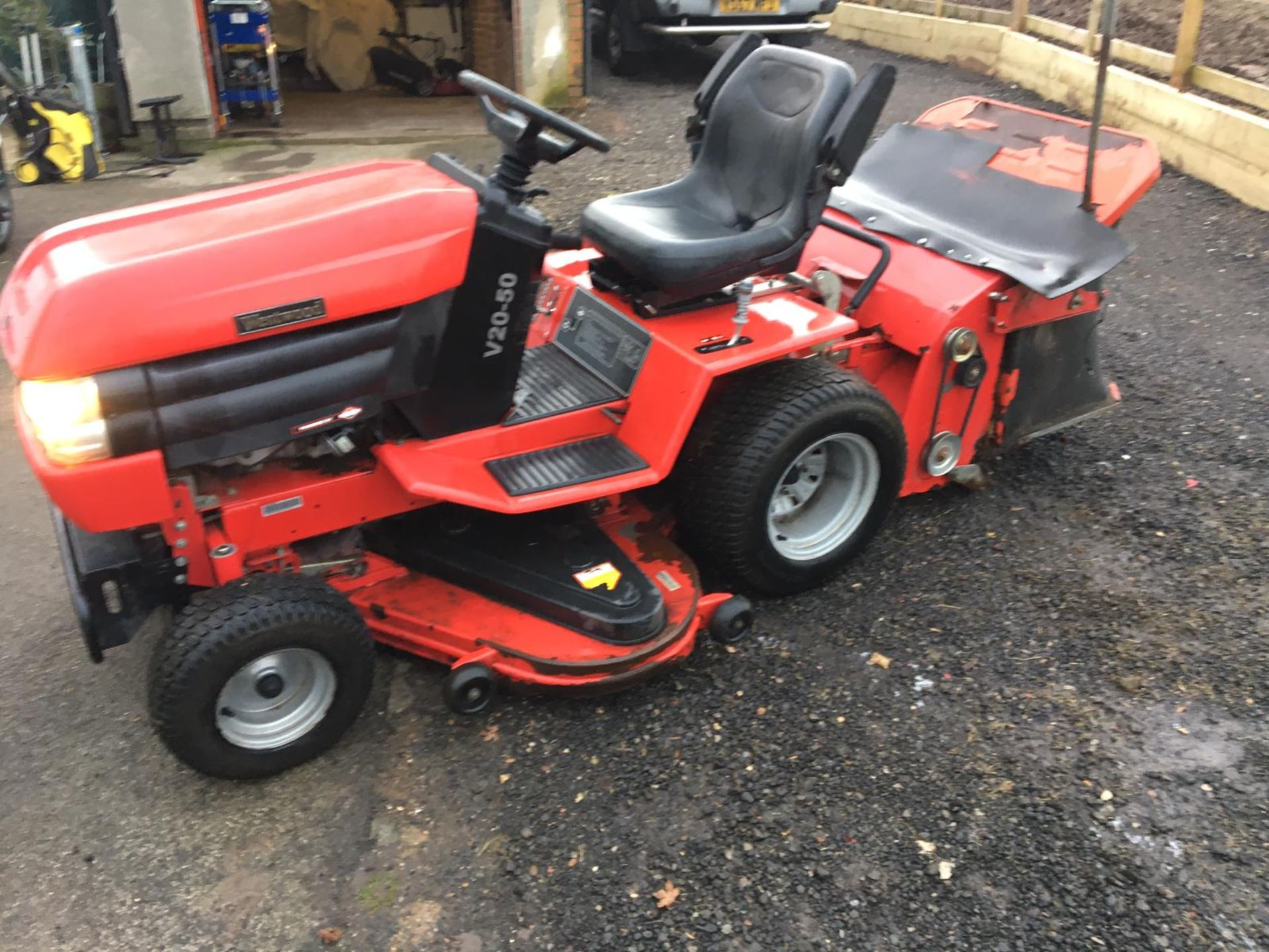 Lot 89 - WESTWOOD V20-50 RIDE ON LAWN MOWER / LAWN TRACTOR, YEAR 2006 *NO VAT*