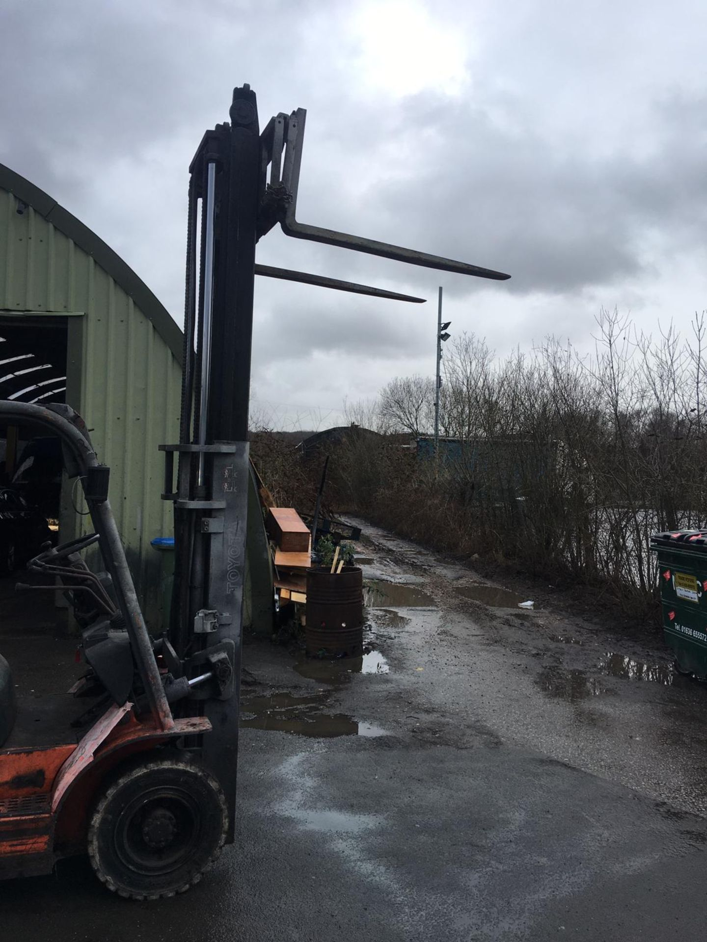 Lot 63 - TOYOTA 25 GAS POWERED FORKLIFT, RUNS, WORKS AND LIFTS *NO VAT*
