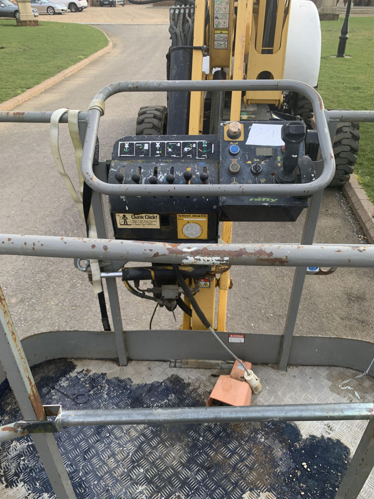 Lot 24 - NIFTY LIFT hR21D 4X4 CHERRY PICKER, RUNS WORKS AND LIFTS *PLUS VAT*