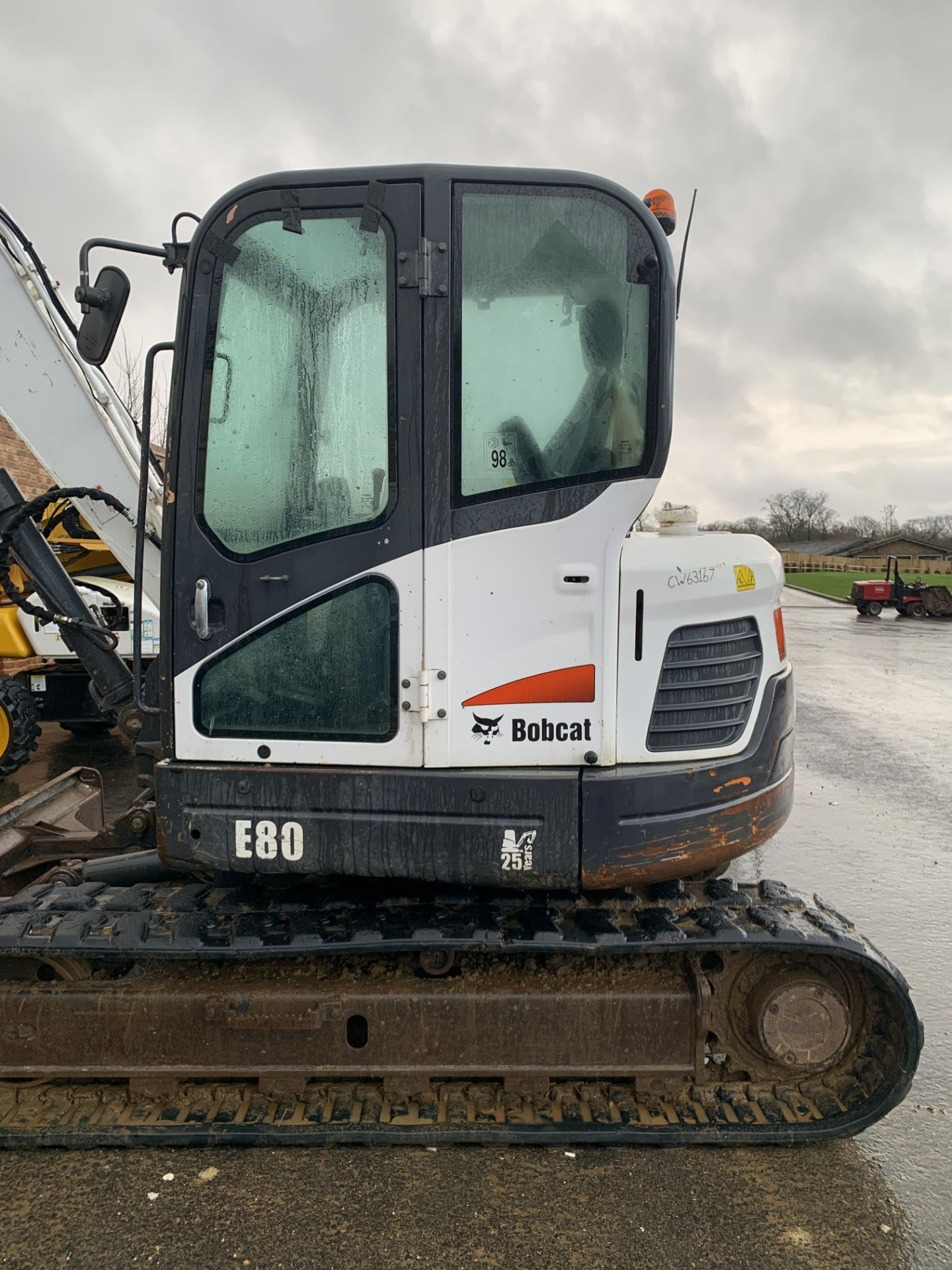 Lot 30 - BOBCAT E80 TRACKED CRAWLER EXCAVATOR / DIGGER, C/W HYDRAULIC THUMB, YEAR 2012, RUNS, WORKS AND DIGS