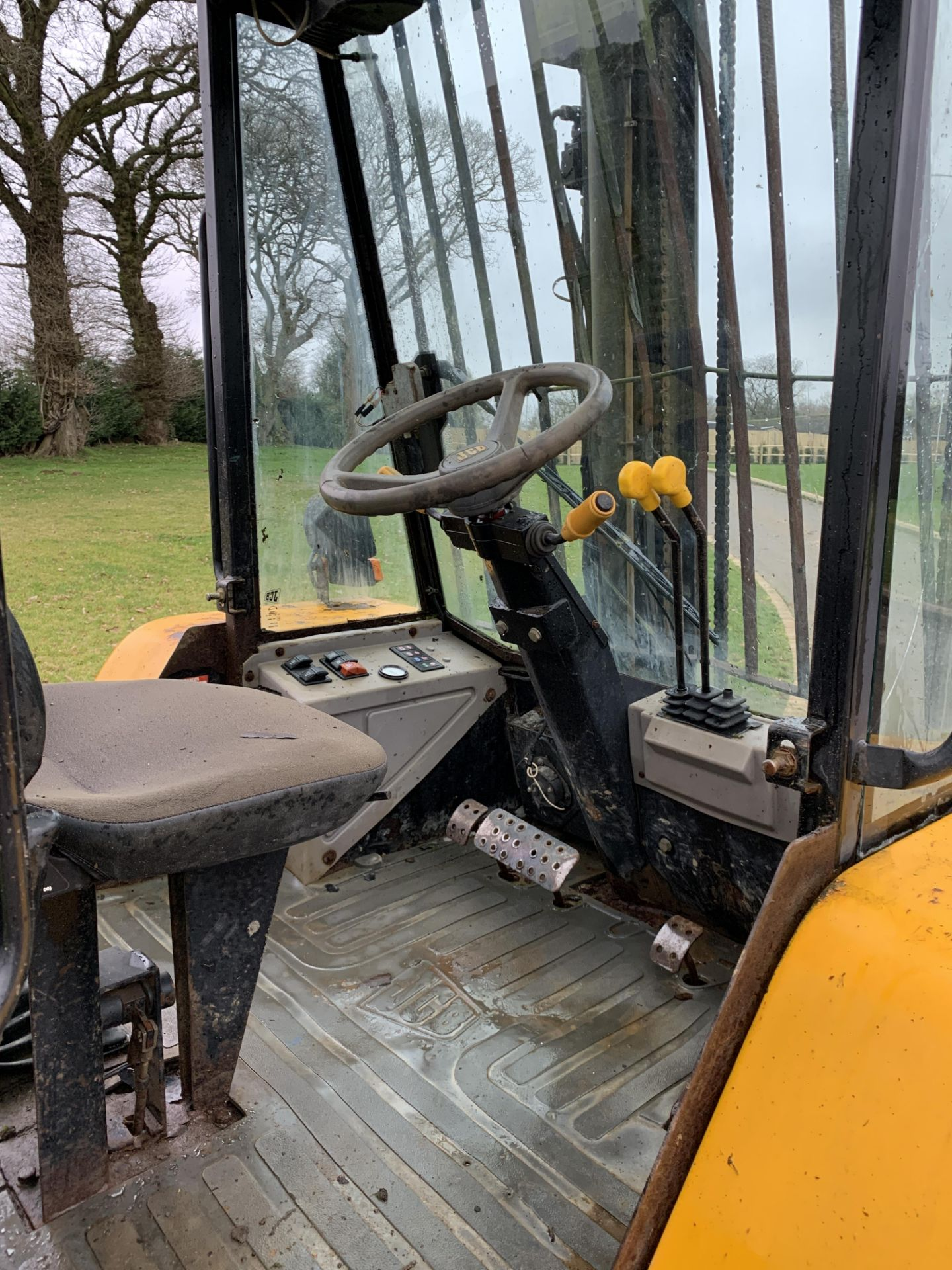 Lot 35 - JCB 926 FORKLIFT, YEAR 2000, NEW SHAPE WITH AN EXTENDED LIFT, BRAND NEW FOLKS & CHAINS *NO VAT*