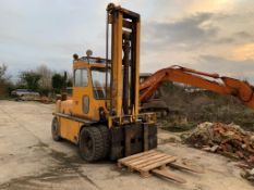 6 TON TWIN WHEEL DIESEL FORKLIFT, GOOD TYRES, 2 SPEED FORWARD & REVERSE, RUNS, WORKS & LIFTS
