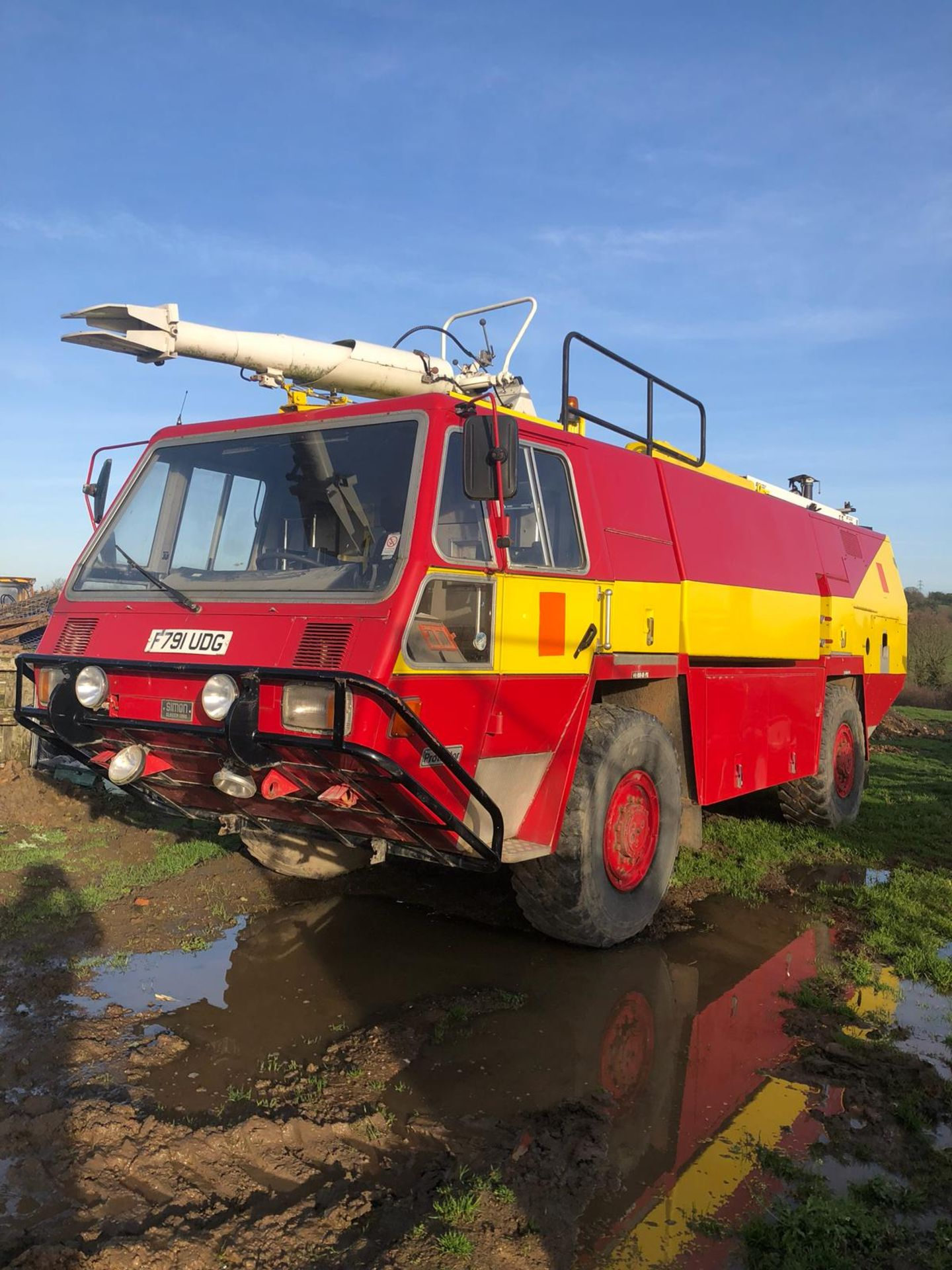 Lot 415 - 1989 SIMON GLOSTER SARO PROTECTOR FIRE ENGINE RED/YELLOW *PLUS VAT*