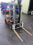 TOYOTA 25 GAS POWERED FORKLIFT, RUNS, WORKS AND LIFTS *NO VAT*