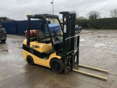 2003 CLARK C30, 3 TON GAS FORKLIFT, RUNS AND OPERATES AS IT SHOULD *PLUS VAT*