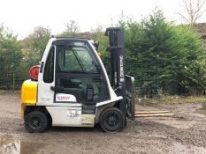 NISSAN 2.5 TON FORKLIFT, 3 STAGE MAST, YEAR 2014, CONTAINER SPEC, SIDE SHIFT, FULL GLASS CAB