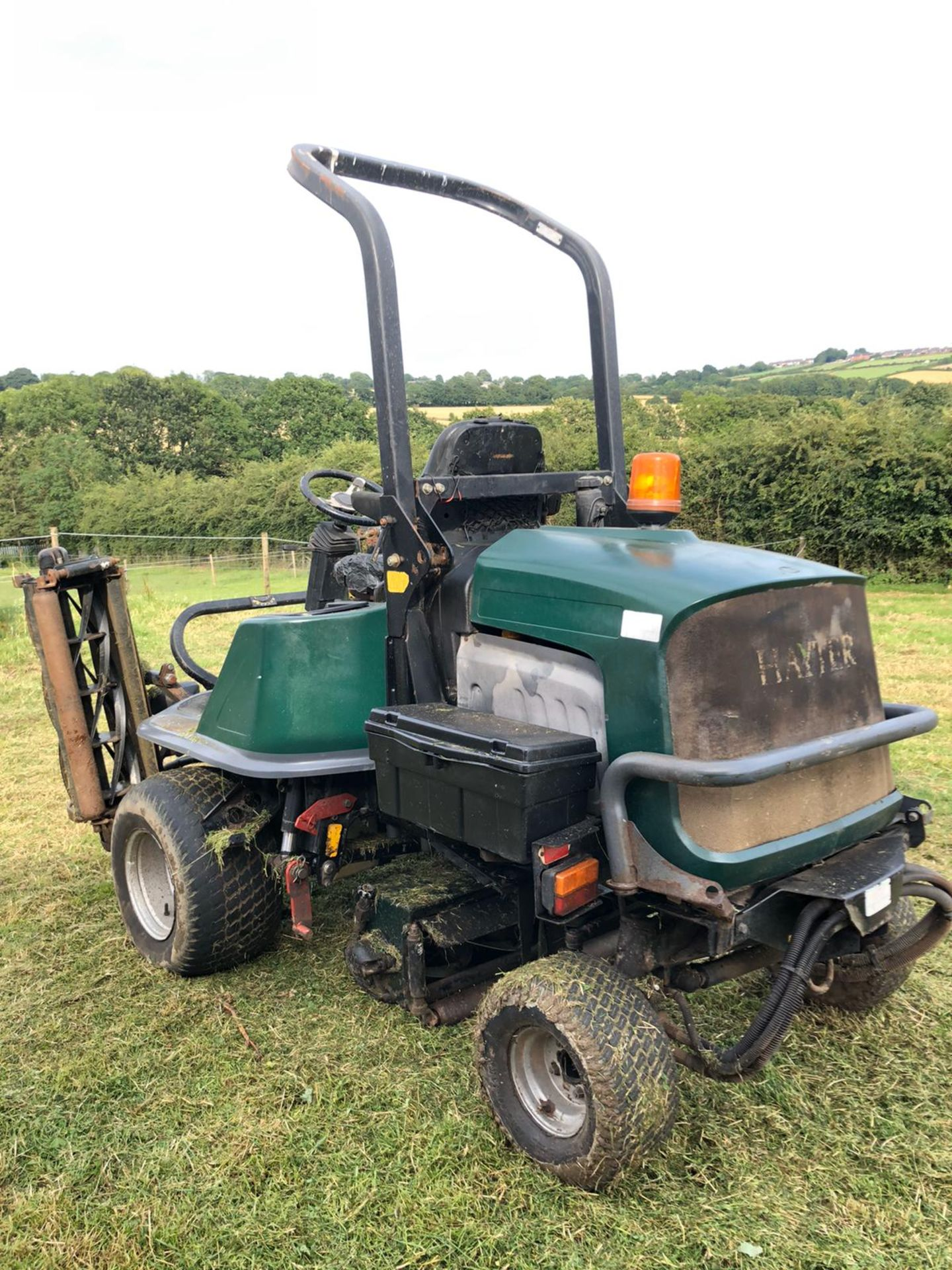 Lot 102 - HAYTER L324 RIDE ON LAWN MOWER, 4 WHEEL DRIVE, RUNS, WORKS AND CUTS *PLUS VAT*