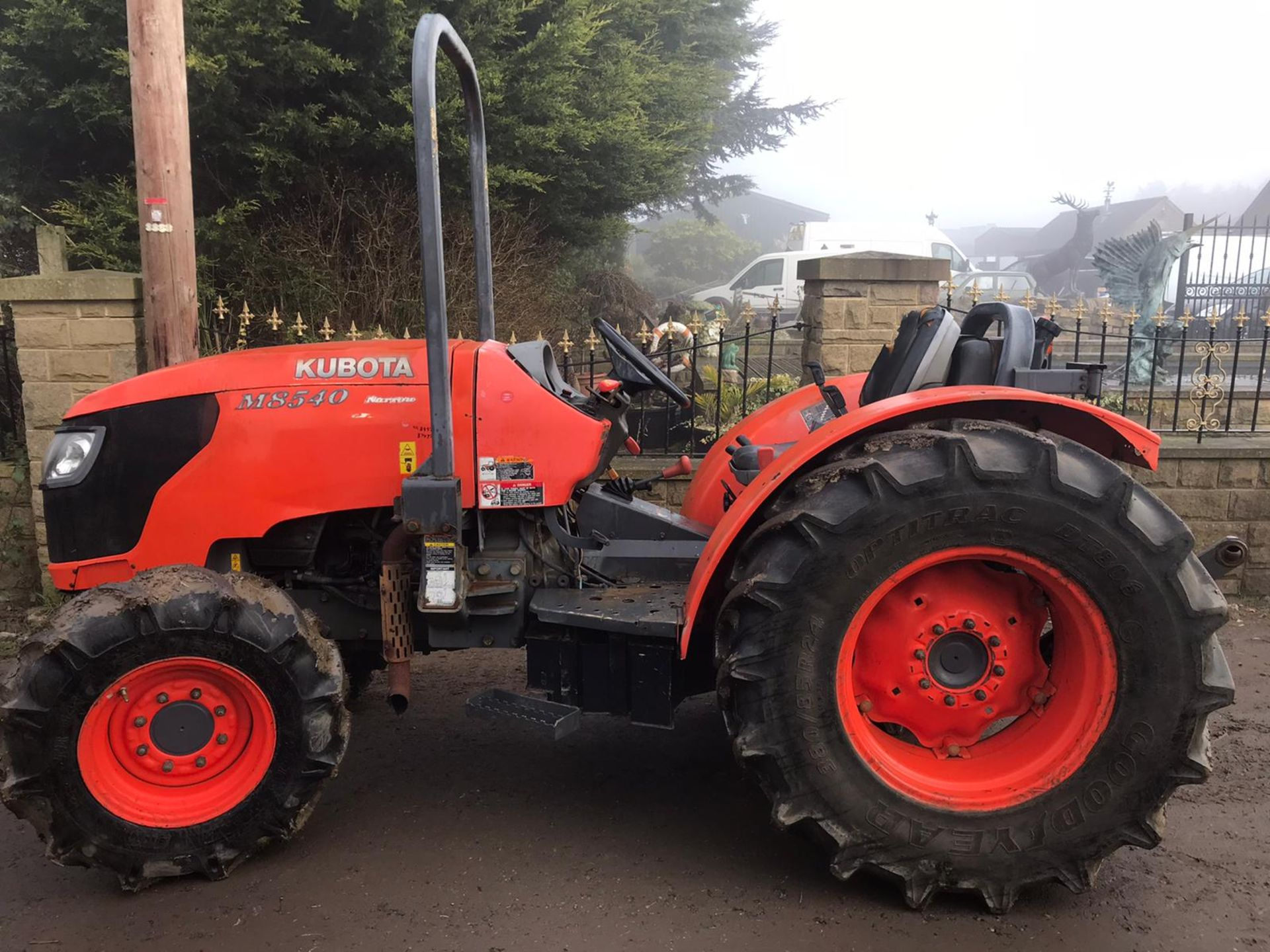 Lot 152 - KUBOTA M8540 4WD TRACTOR, APPROX 88 HP, 2300KG LIFT CAPACITY, ROLLGUARD, RUNS AND WORKS *PLUS VAT*
