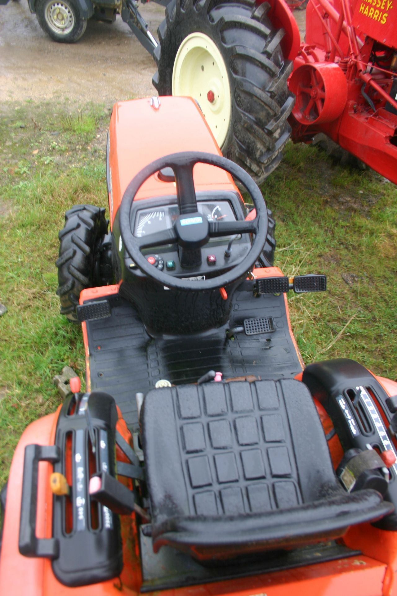 Lot 111 - KUBOTA B2110 HST COMPACT TRACTOR 4WD, SHOWING 1189 HOURS, AGRICULTURAL TYRES *PLUS VAT*