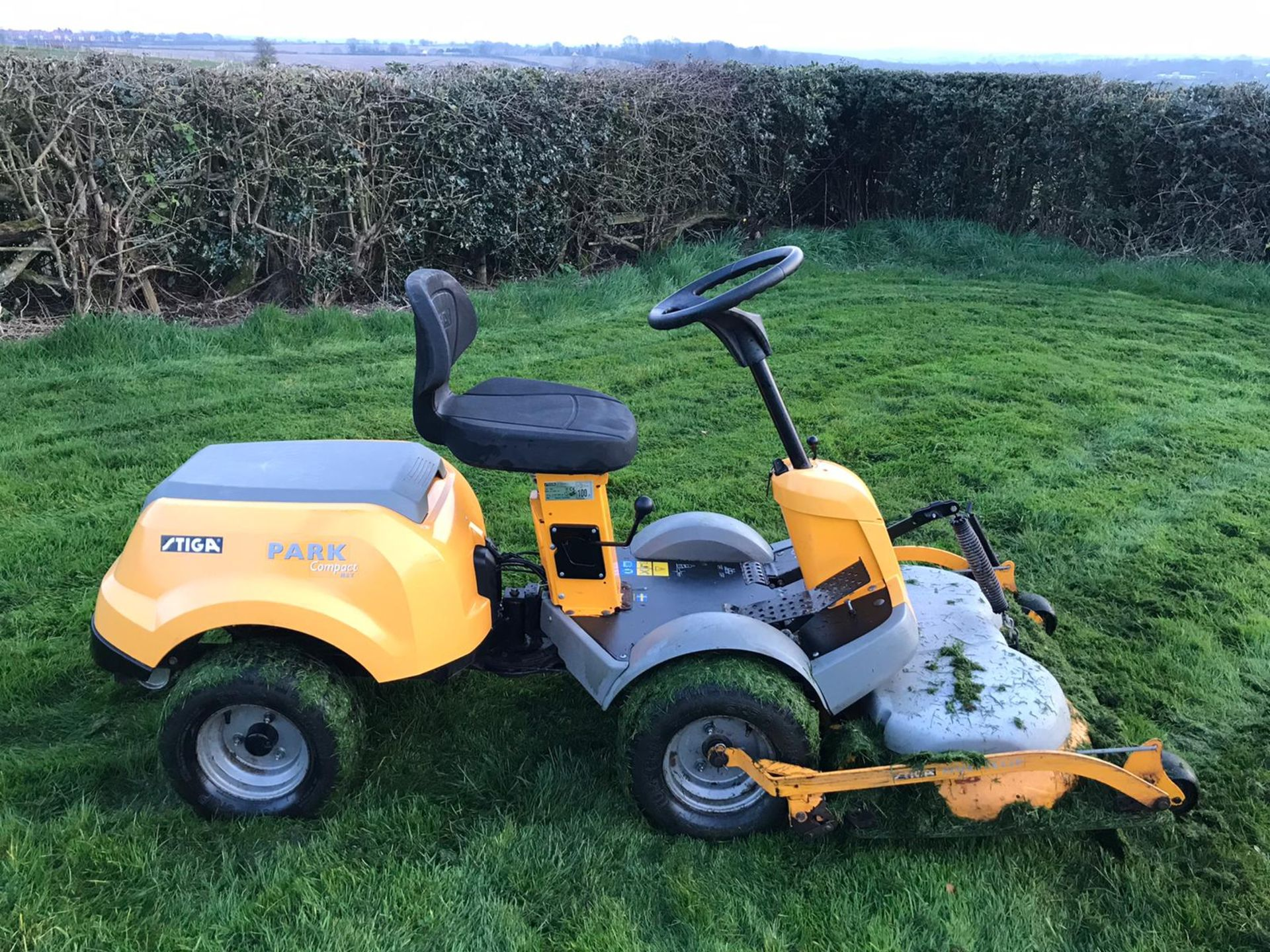 Lot 26 - STIGA PARK COMPACT HST RIDE ON LAWN MOWER, RUNS, WORKS & CUTS *NO VAT*