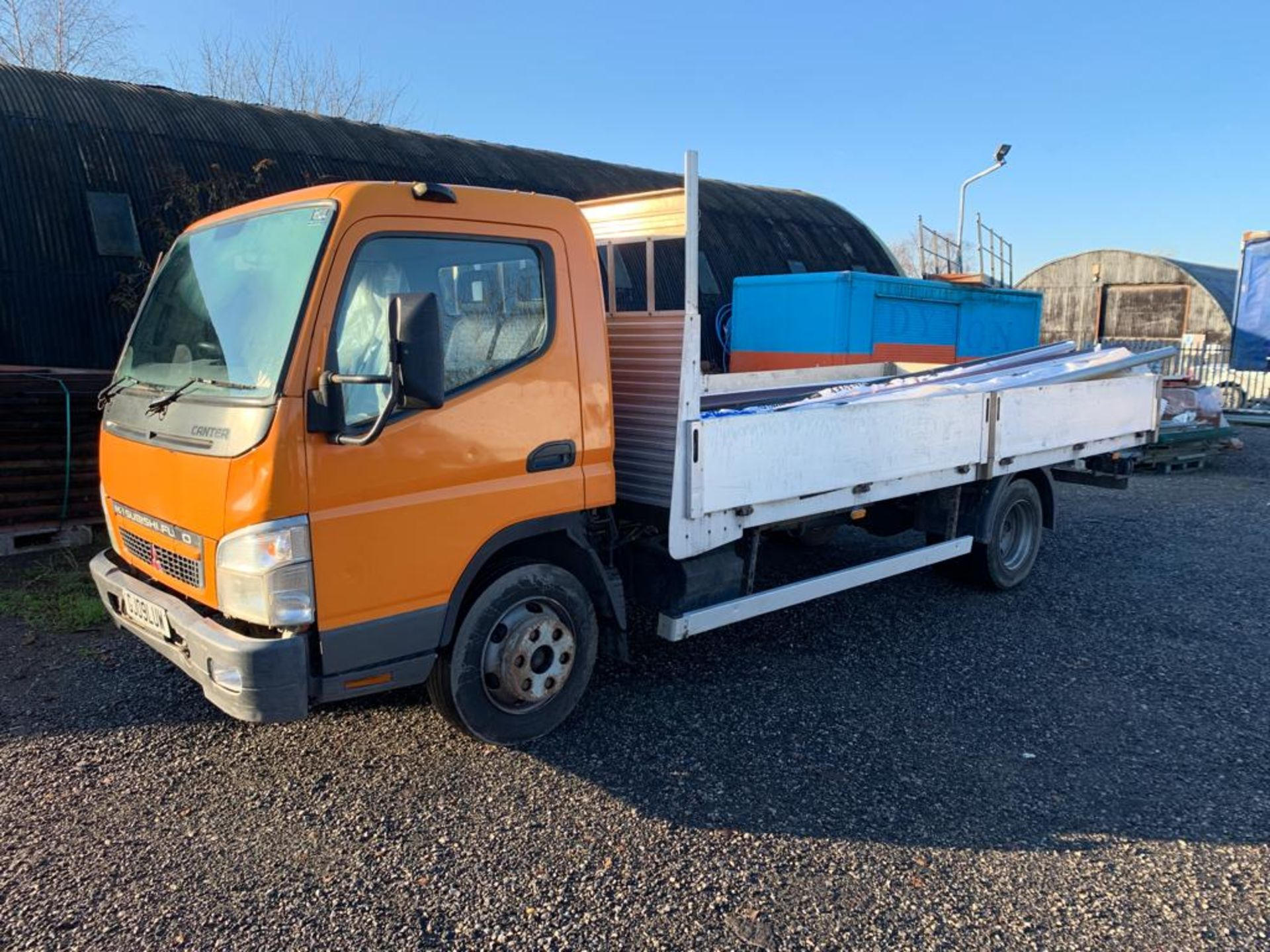 Lot 153 - 2009 REG MITSUBISHI FUSO CANTER 7C15 3.0 DIESEL ORANGE DROPSIDE LORRY, SHOWING 2 FORMER KEEPERS