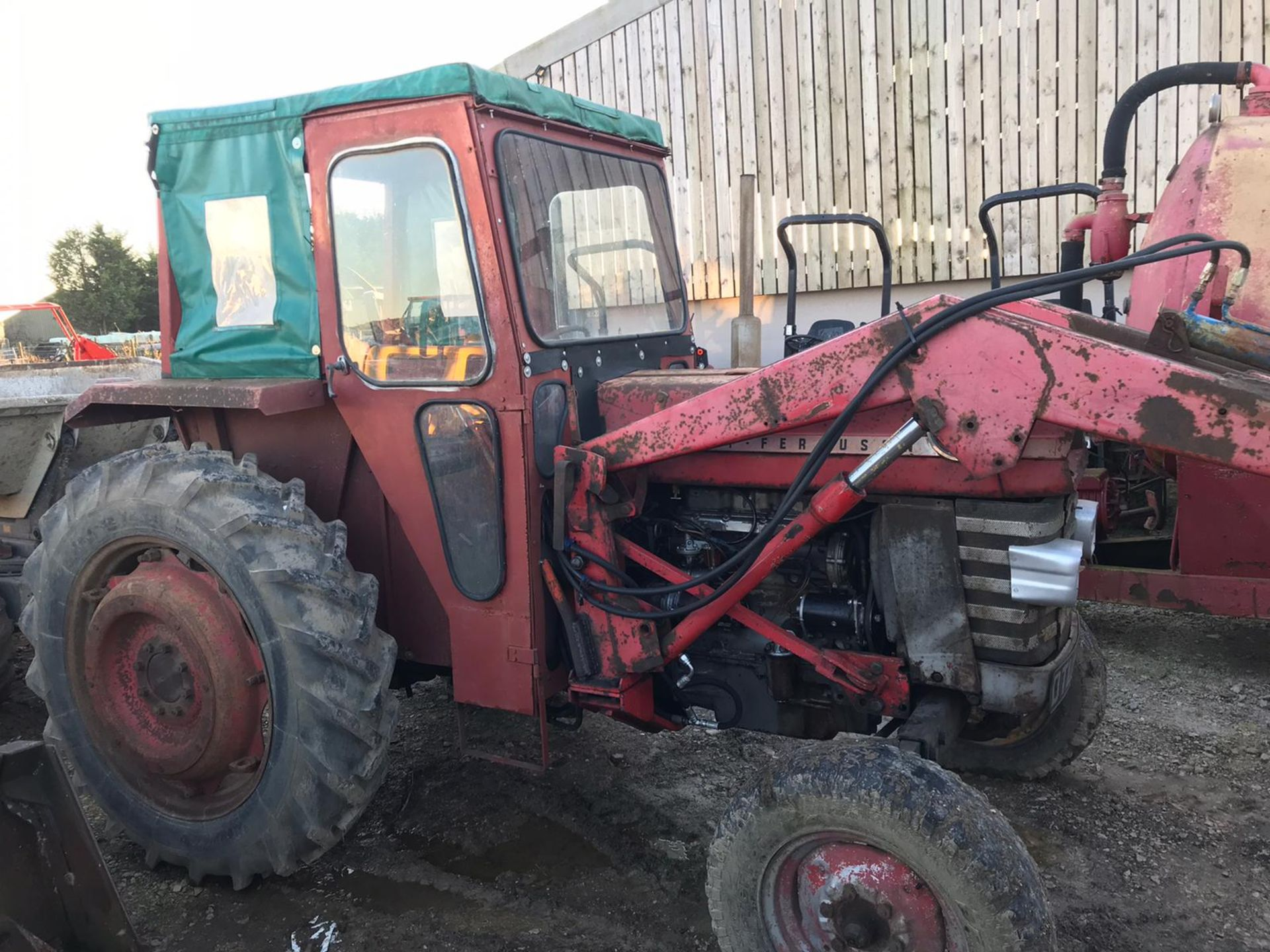 Lot 154 - MASSEY FERGUSON 165 TRACTOR, C/W FRONT LOADER ATTACHMENT, RUNS AND WORKS *PLUS VAT*
