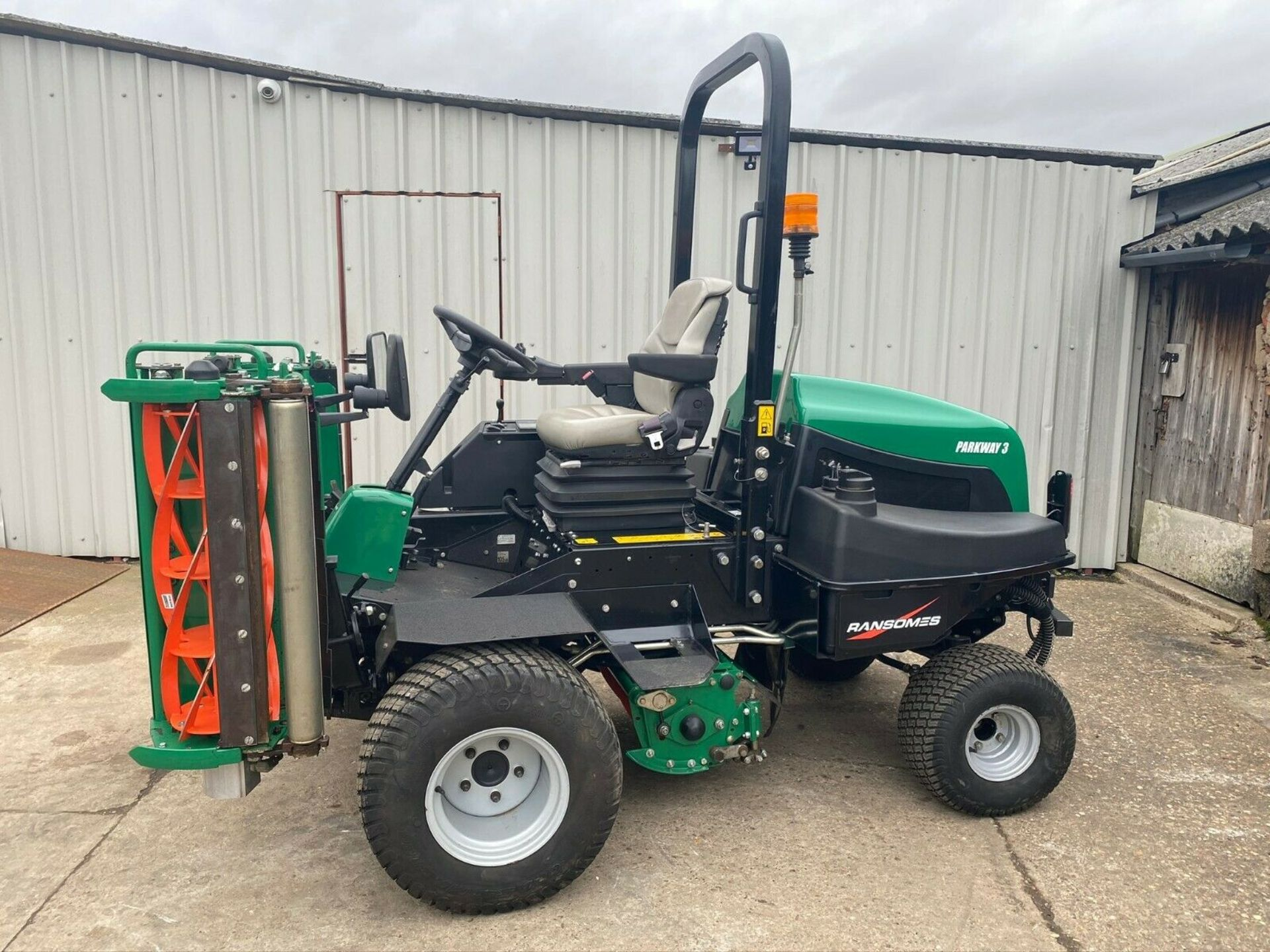 Lot 38 - IMMACULATE! RANSOMES PARKWAY 3 TRIPLE CYLINDER MOWER, ONLY 953 HOURS, YEAR 2015, NEW CYLINDERS ETC