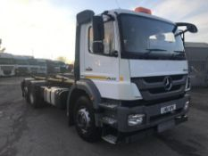2012/61 REG MERCEDES AXOR 2533L DAY 6X2 HOOK SKIP LOADER WHITE, SHOWING 0 FORMER KEEPERS *PLUS VAT*