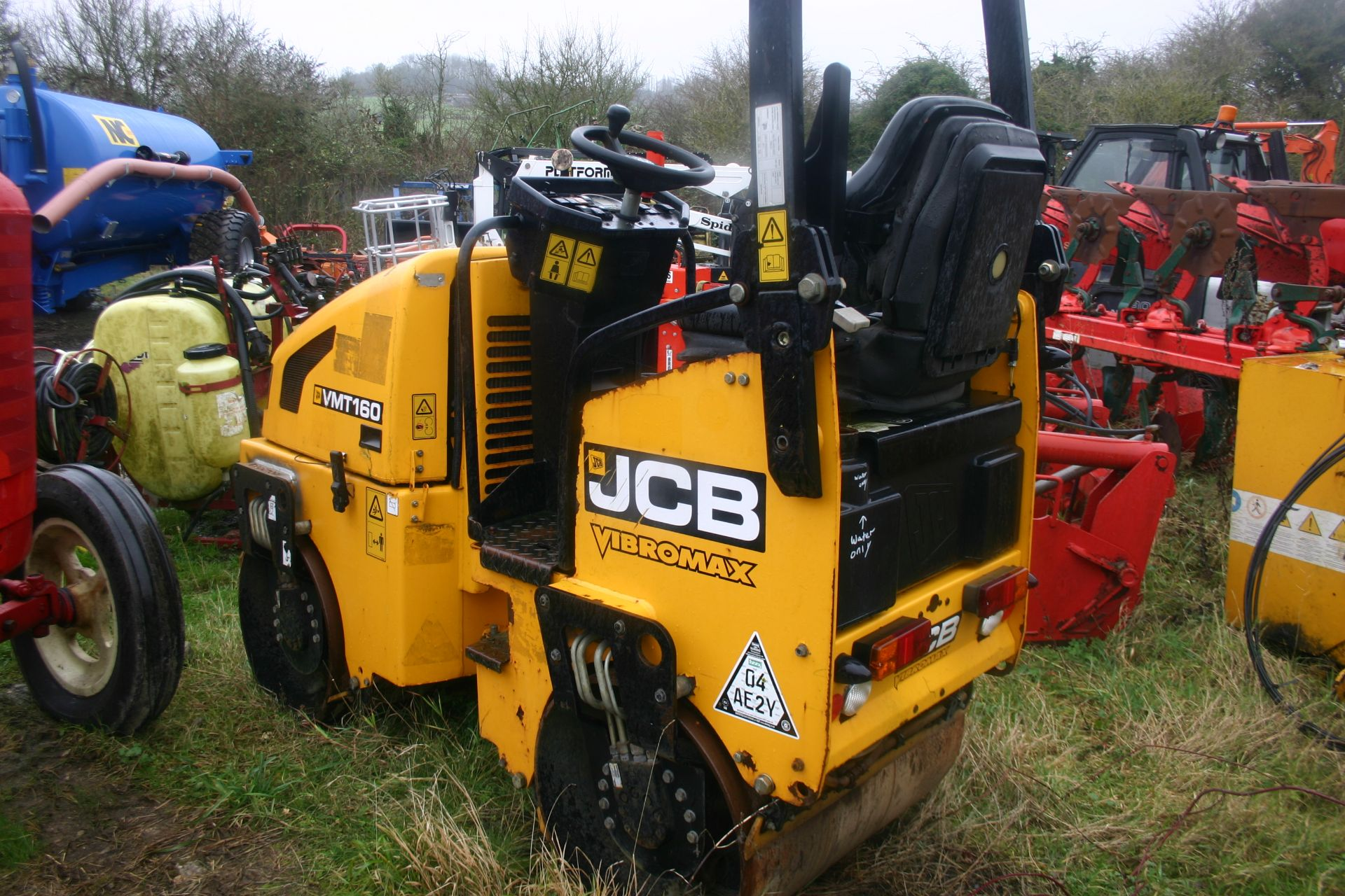 Lot 112 - JCB VIBROMAX VMT 160 RIDE ON VIBRATING ROLLER, YEAR 2011, BELIEVED TO HAVE DONE 390 HOURS *PLUS VAT*