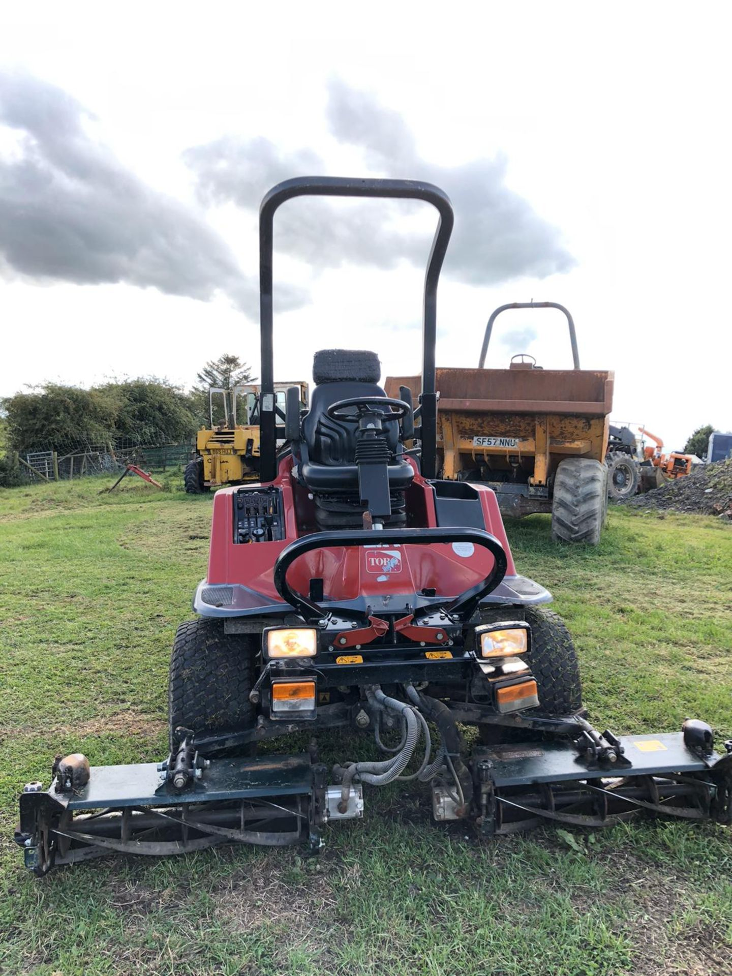Lot 101 - 2012/12 REG TORO LT3240 RIDE ON DIESEL LAWNMOWER, 4 WHEEL DRIVE, RUNS, WORKS AND CUTS *PLUS VAT*