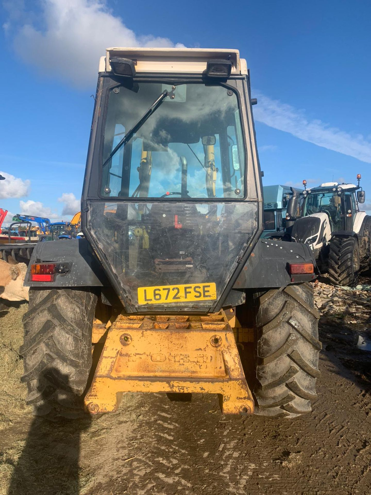 Los 157 - FORD NEW HOLLAND 655 TURBO DIESEL TRACTOR FULL GLASS CAB, C/W LOADER, YEAR 1994 *PLUS VAT*