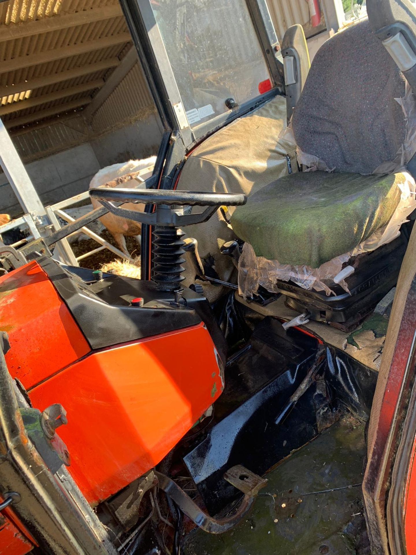 Lot 256 - 1986-1990 SAME EXPLORER 80 SPECIAL 4WD DIESEL TRACTOR WITH QUICKE 520 FRONT LOADING SHOVEL *PLUS VAT