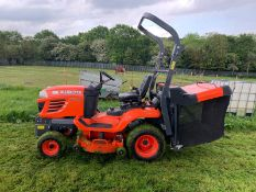 2015 KUBOTA G23-II TWIN CUT LAWN MOWER WITH ROLL BAR, HYDRAULIC TIP, LOW DUMP COLLECTOR - 28 HOURS!!