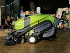 TENNANT GREEN MACHINE MODEL: 414S2D PEDESTRIAN SWEEPER, ONLY 243 HOURS, YEAR 11/2013 *PLUS VAT*