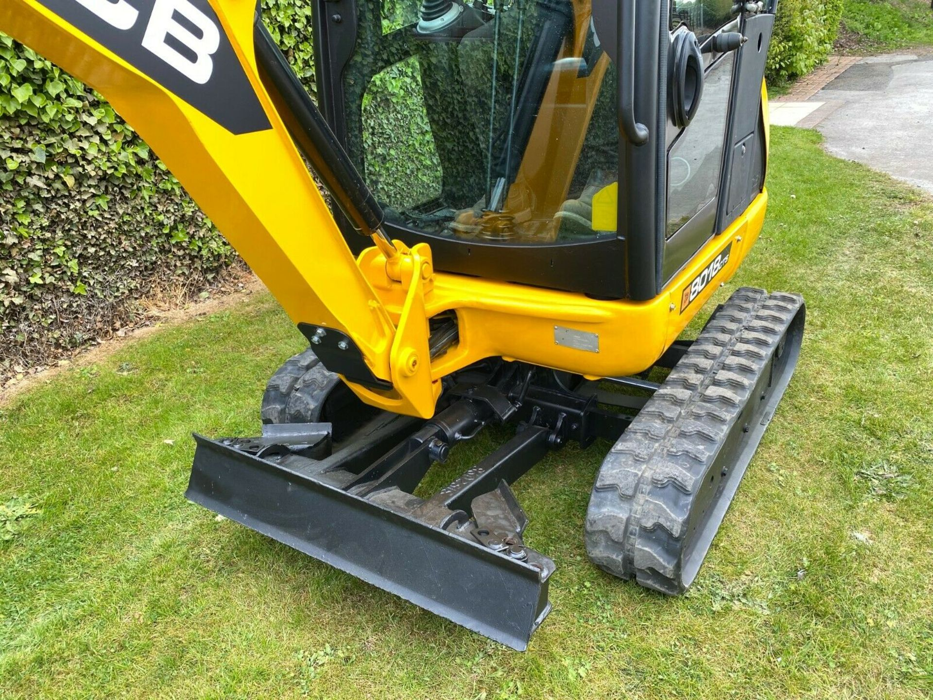 Lot 30 - JCB 8018 CTS MINI DIGGER, YEAR 2012, ONLY 1680 HOURS, C/W 3 BUCKETS, EXPANDING TRACKS, QUICK HITCH