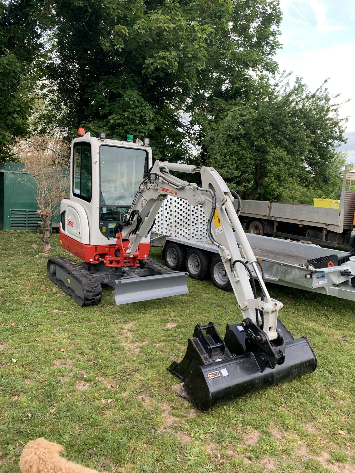 Lot 5 - TAKEUCHI TB 225 LATEST MODEL 17 HRS ON SHOW DEMO ONLY HYD QUICK HITCH
