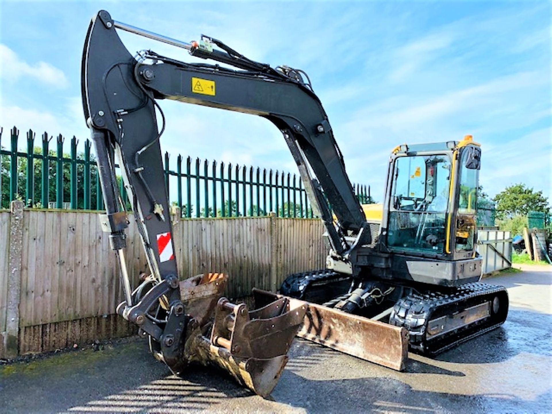 Lot 54 - VOLVO ECR88D RUBBER TRACKED DIGGER / EXCAVATOR, YEAR 2015, 4148 HOURS, 3 X BUCKETS, AIR CON, RADIO