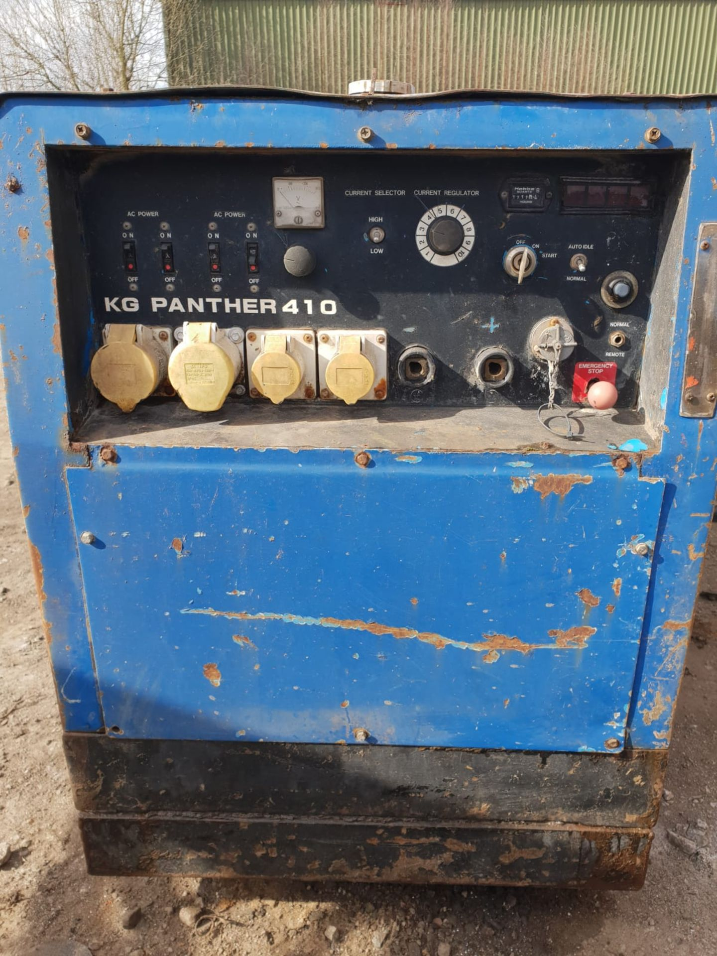 Lot 162 - 3-CYLINDER DIESEL GENERATOR WELDER 110V SOCKETS, 300 AMP WELDER FULL WORKING ORDER *PLUS VAT*