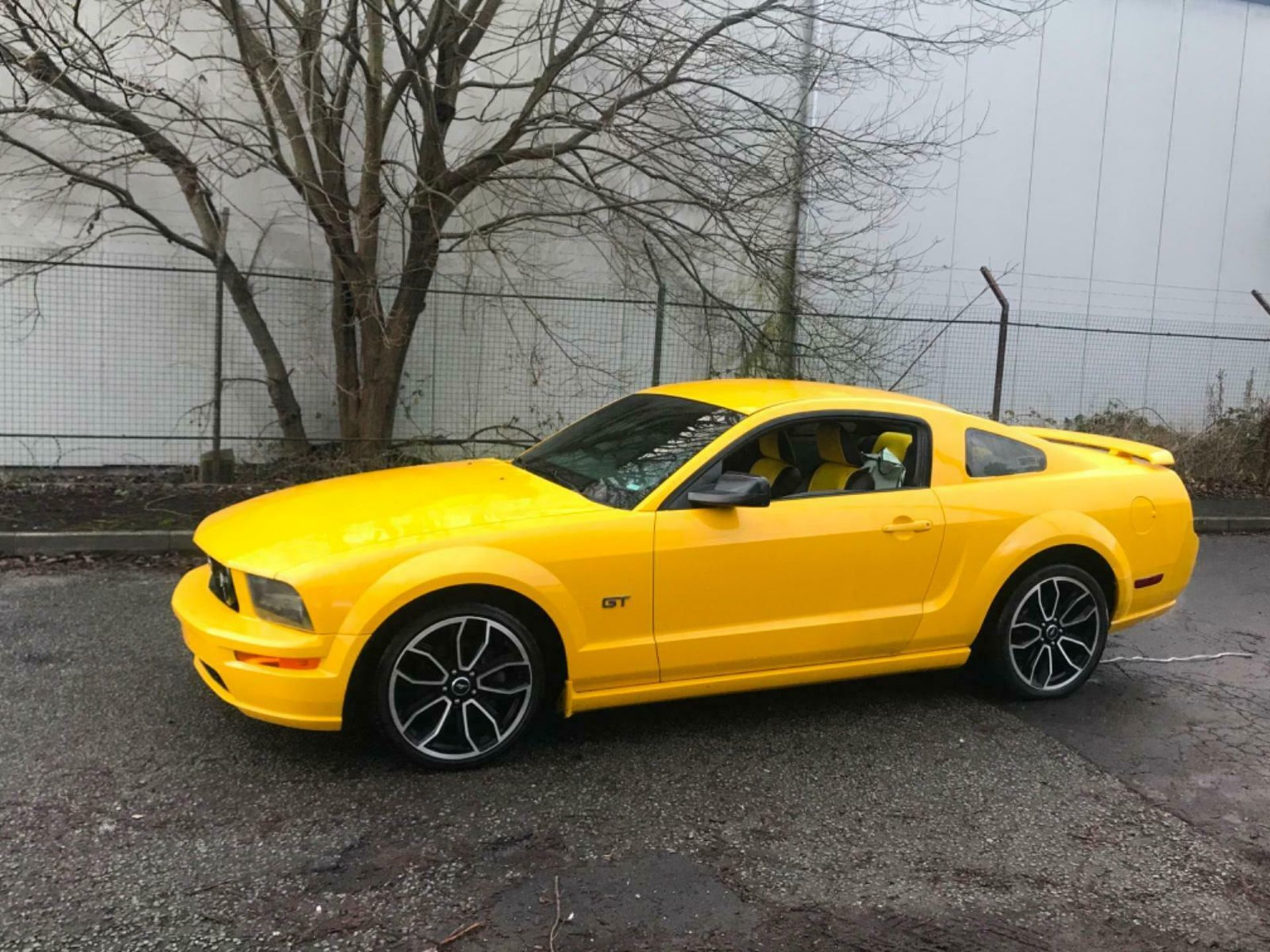Lot 70 - 2006 FORD MUSTANG 4.6 V8 GT RARE MANUAL SCREAMING YELLOW LHD FRESH IMPORT