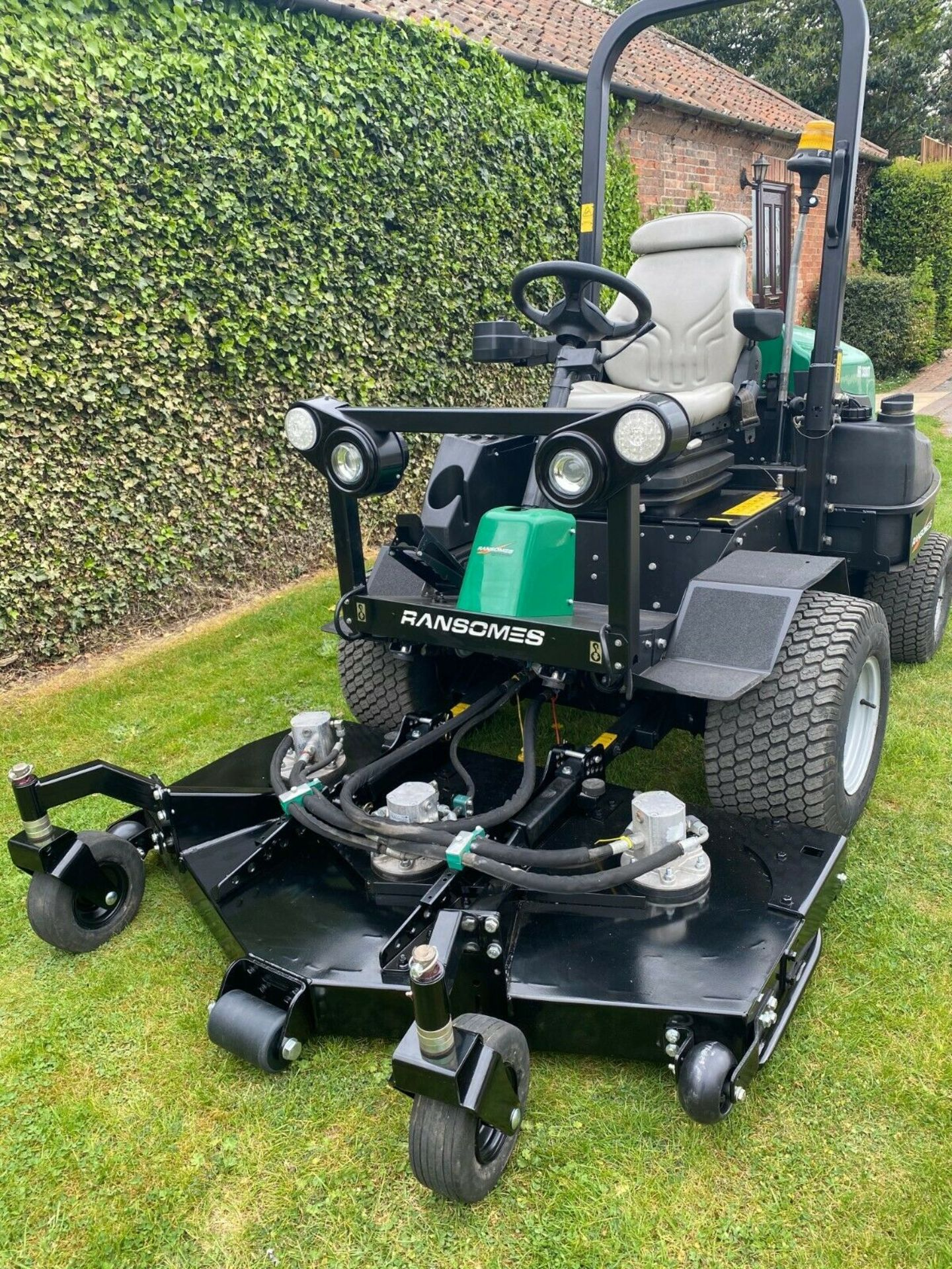 """Lot 62 - RANSOMES HR3300T UPFRONT ROTARY, 60"""" CUT, 4x4, DIESEL, YEAR 2014, RIDE ON MOWER *PLUS VAT*"""