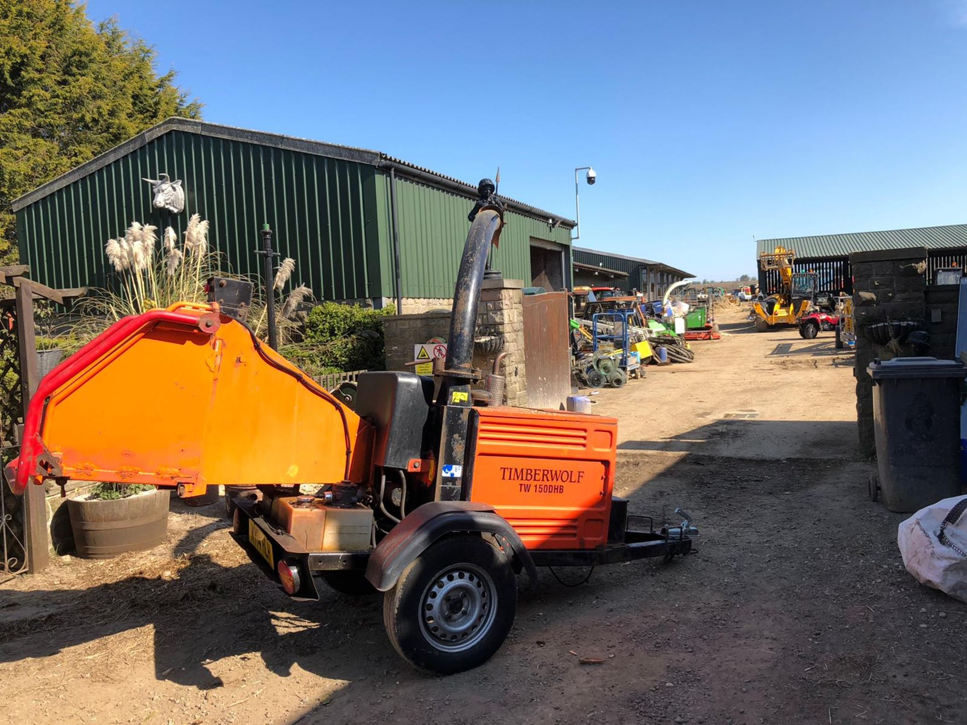 Lot 155 - TIMBERWOLF TW150DHB SINGLE AXLE TOWABLE WOOD CHIPPER, RUNS, WORKS AND CHIPS *PLUS VAT*