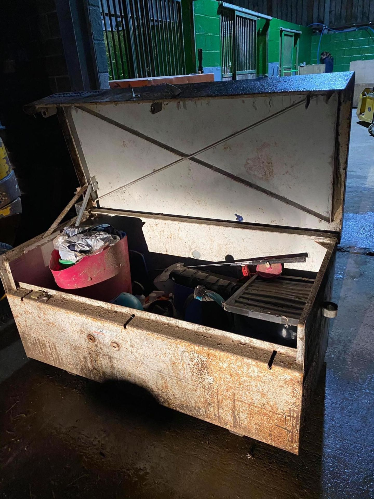 Lot 33 - SMALL PORTASTOR HIGH SECURITY TOOL VAULT, HORSE TACKLE NOT INCLUDED - MEASUREMENTS BELOW *NO VAT*