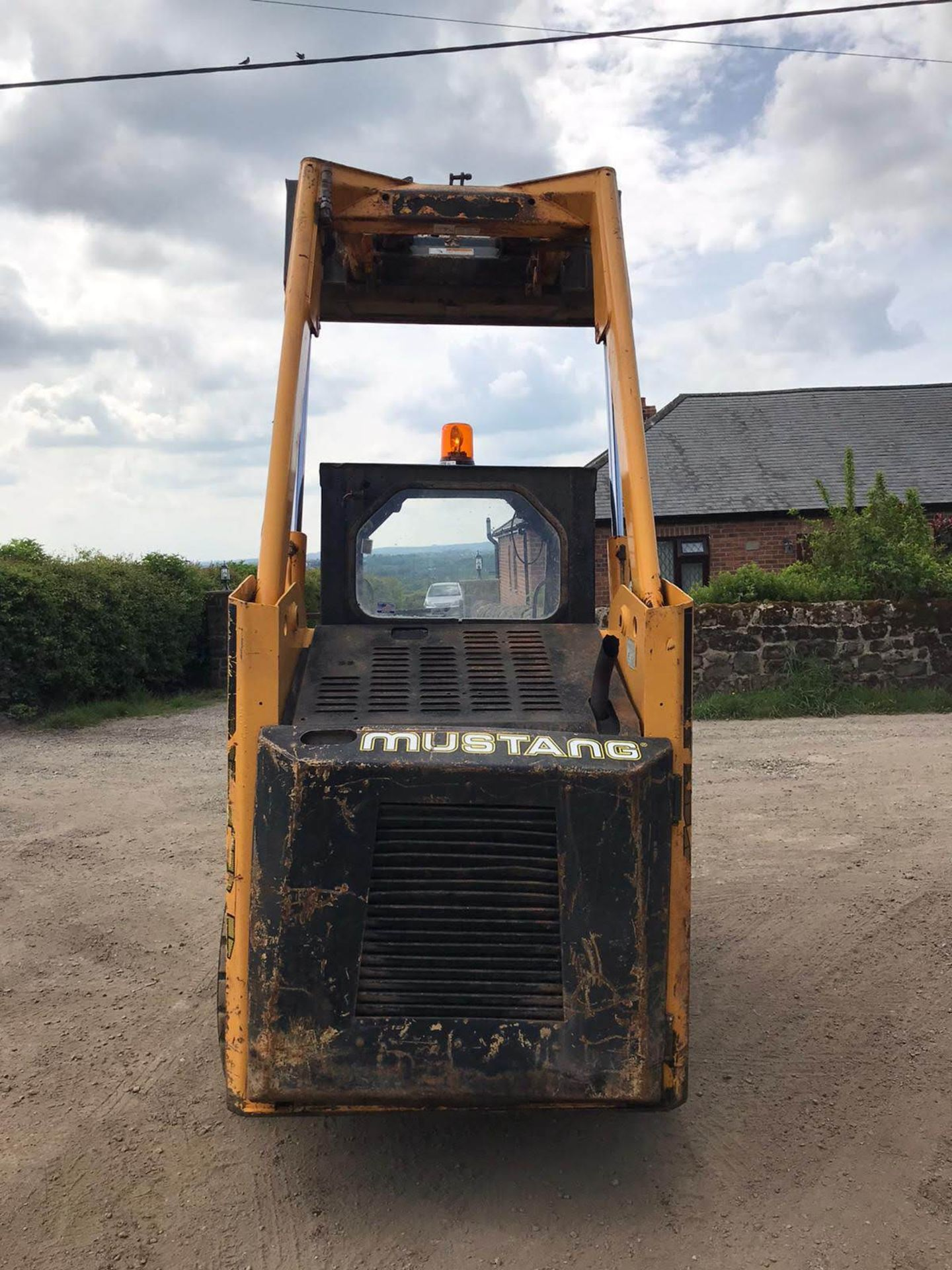 Lot 41 - 2000 MUSTANG SKIDSTEER LOADER, RUNS, DRIVES AND LIFTS, SHOWING 2085 HOURS *PLUS VAT*