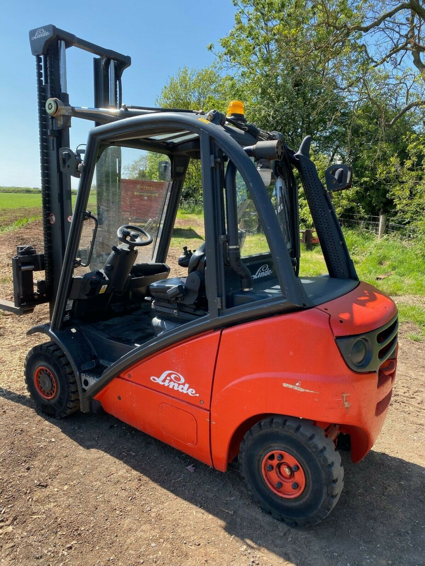 Lot 64 - LINDE 2.5 TON, MODEL: H25D, 3.7 METRE LIFT, DUPLEX, SIDE SHIFT, ONLY 600 HOURS FROM NEW, 1 OWNER