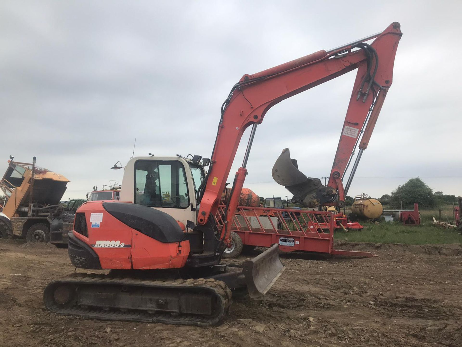 Lot 31 - KUBOTA K080-3 TRACKED CRAWLER EXCAVATOR, C/W 2 X BUCKETS, RUNS, DRIVES AND DIGS *PLUS VAT*