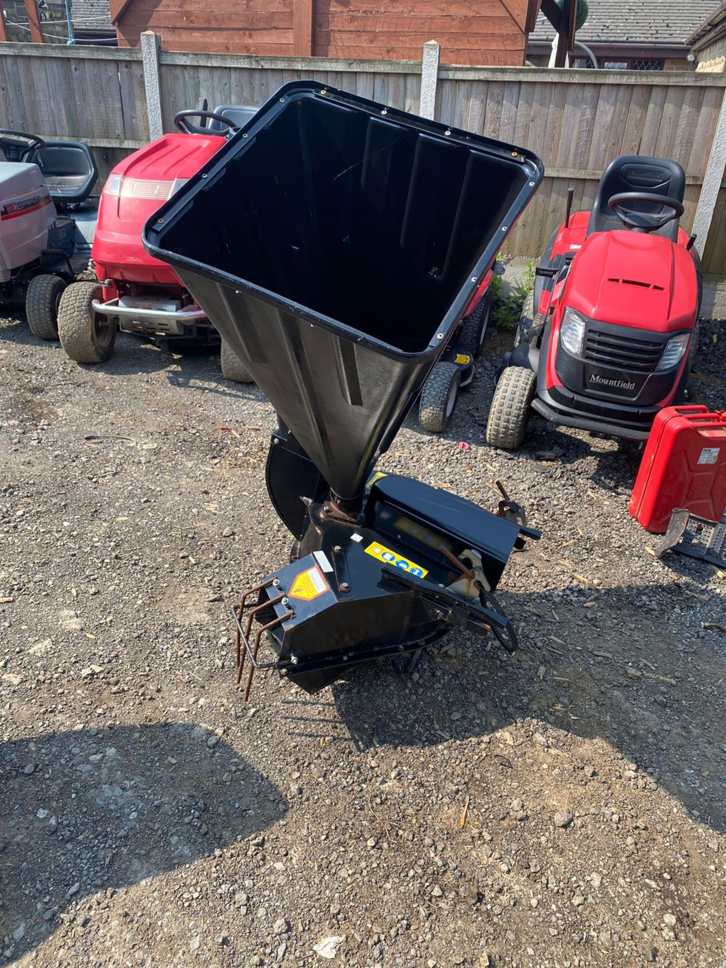 Lot 18 - COUNTAX / WESTWOOD WOOD CHIPPER FOR RIDE ON LAWN MOWER BELT DRIVEN *NO VAT*