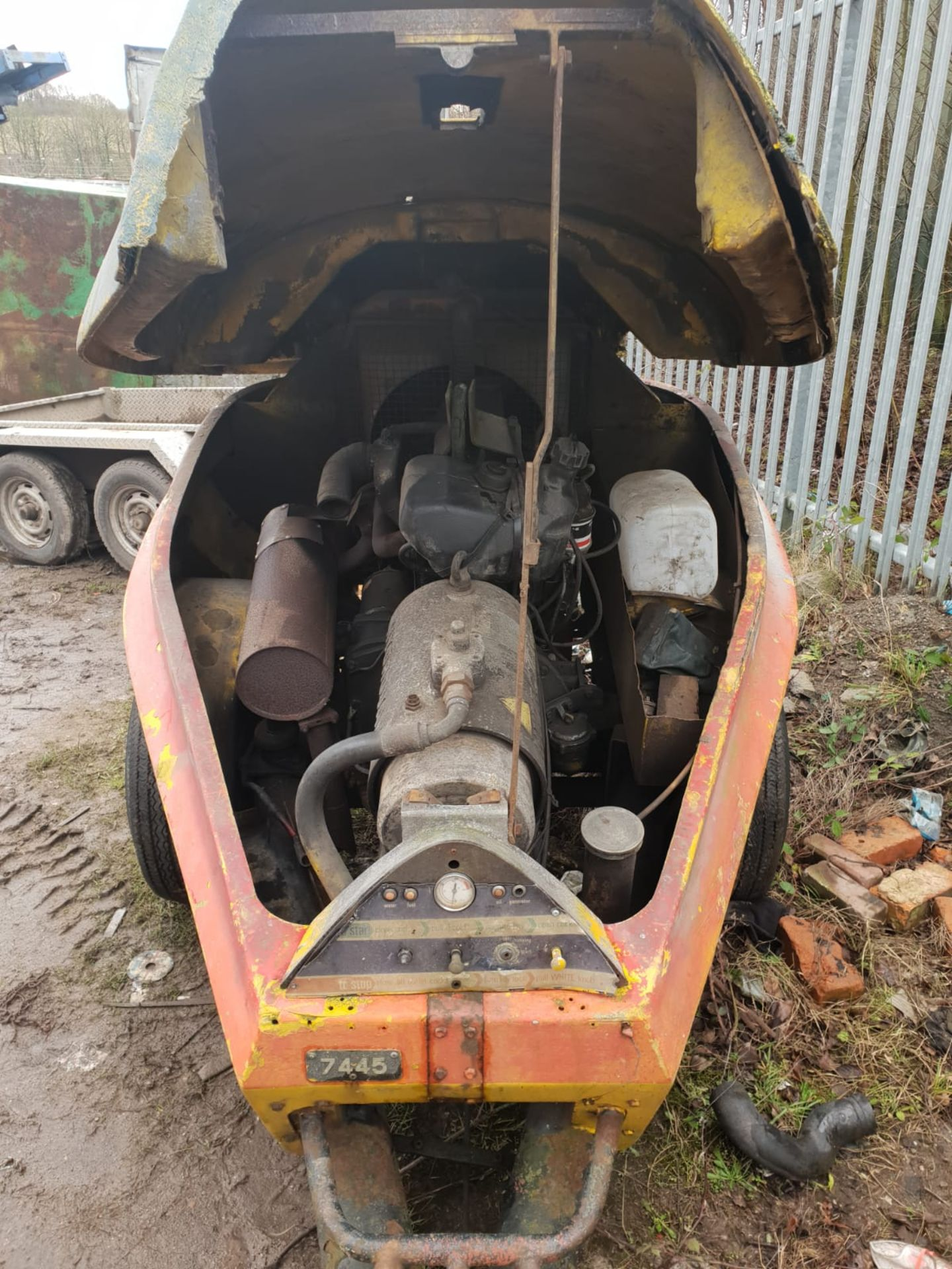 Lot 73 - 4-CYLINDER DIESEL HYDROVANE 7445 AIR COMPRESSOR, RUNS AND MAKES AIR *NO VAT*
